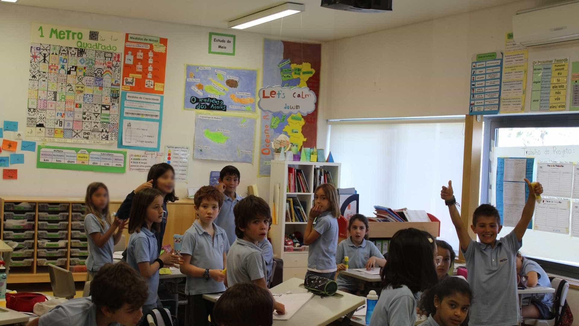 Nesta escola, os alunos aprendem com iPads e Minecraft e andam descalços