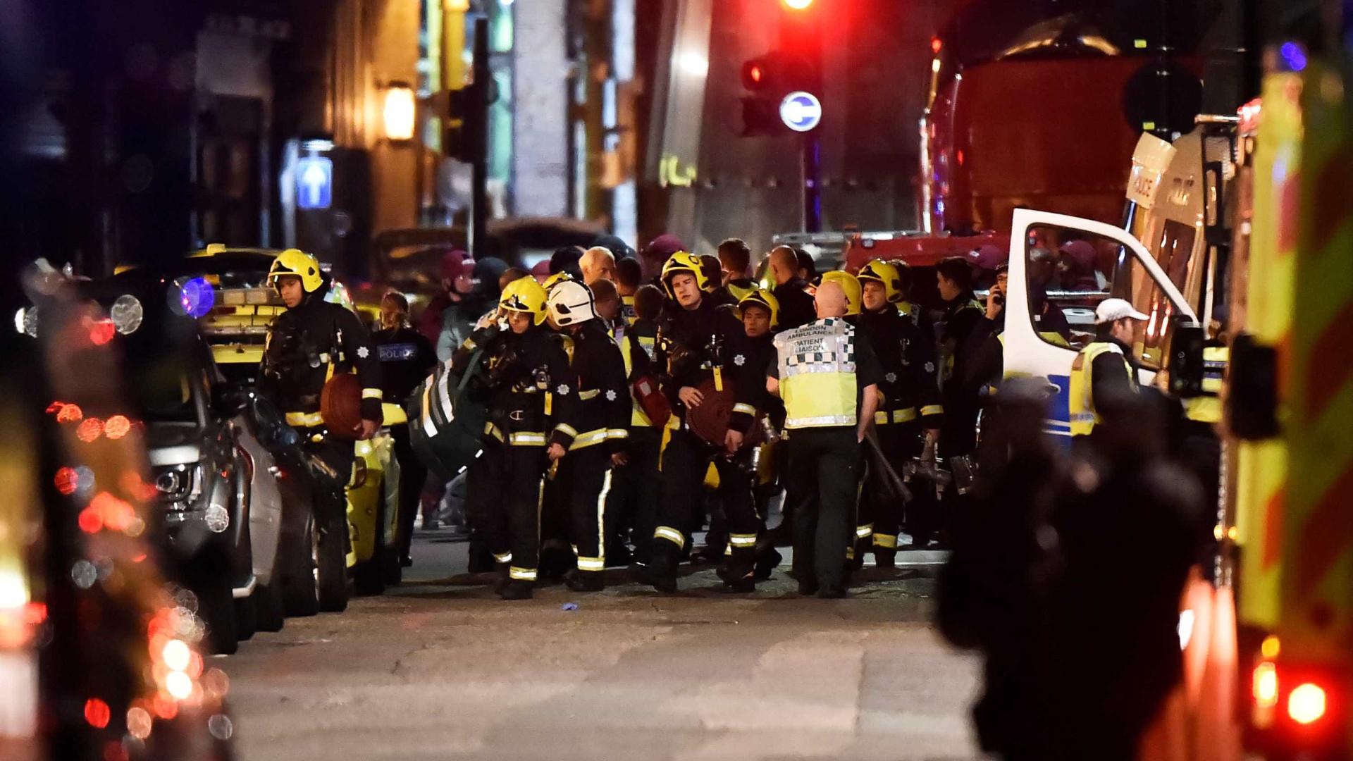 Londres: Polícia diz que seis pessoas morreram e três atacantes foram abatidos