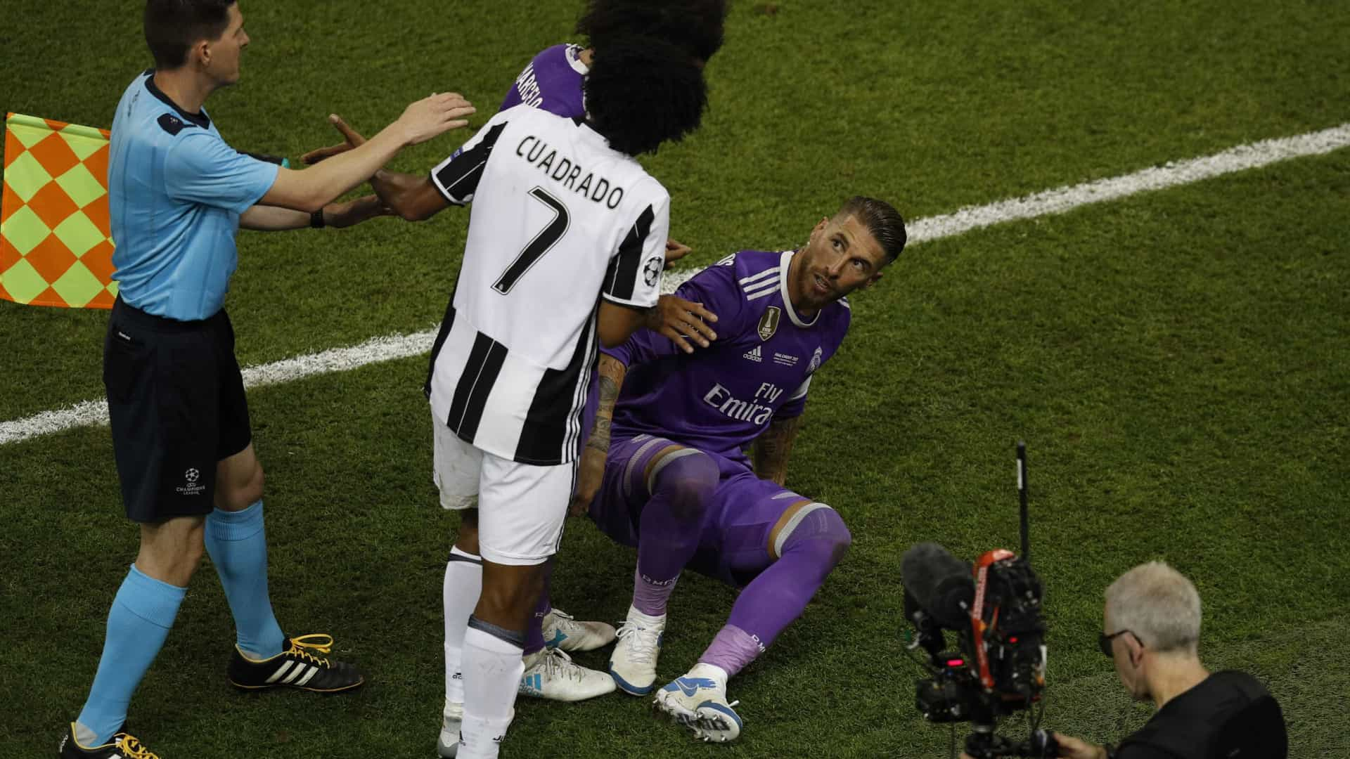 Ferdinand critica postura de Sergio Ramos em expulsão de Cuadrado