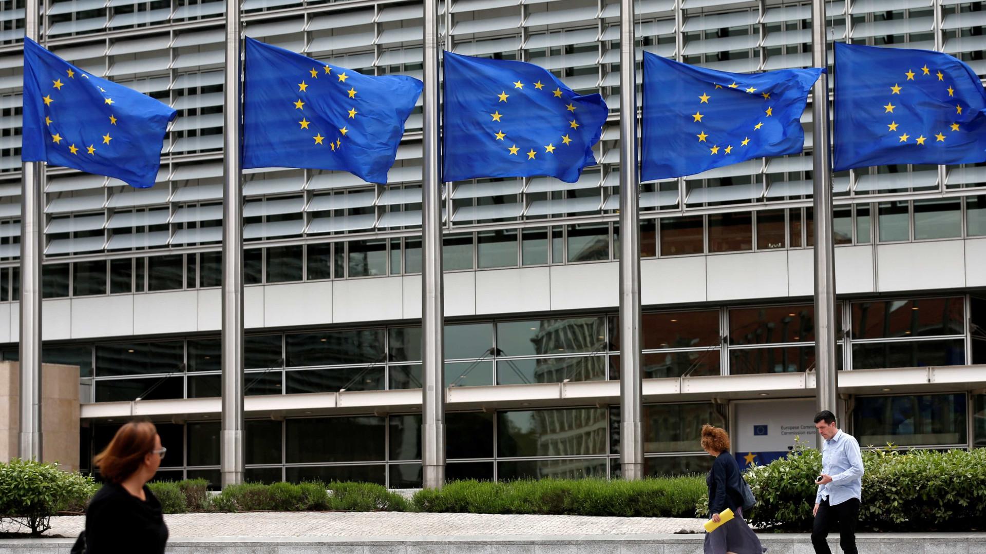 """Bruxelas reconhece que jovens pagam """"fatura"""" da crise e pede medidas"""