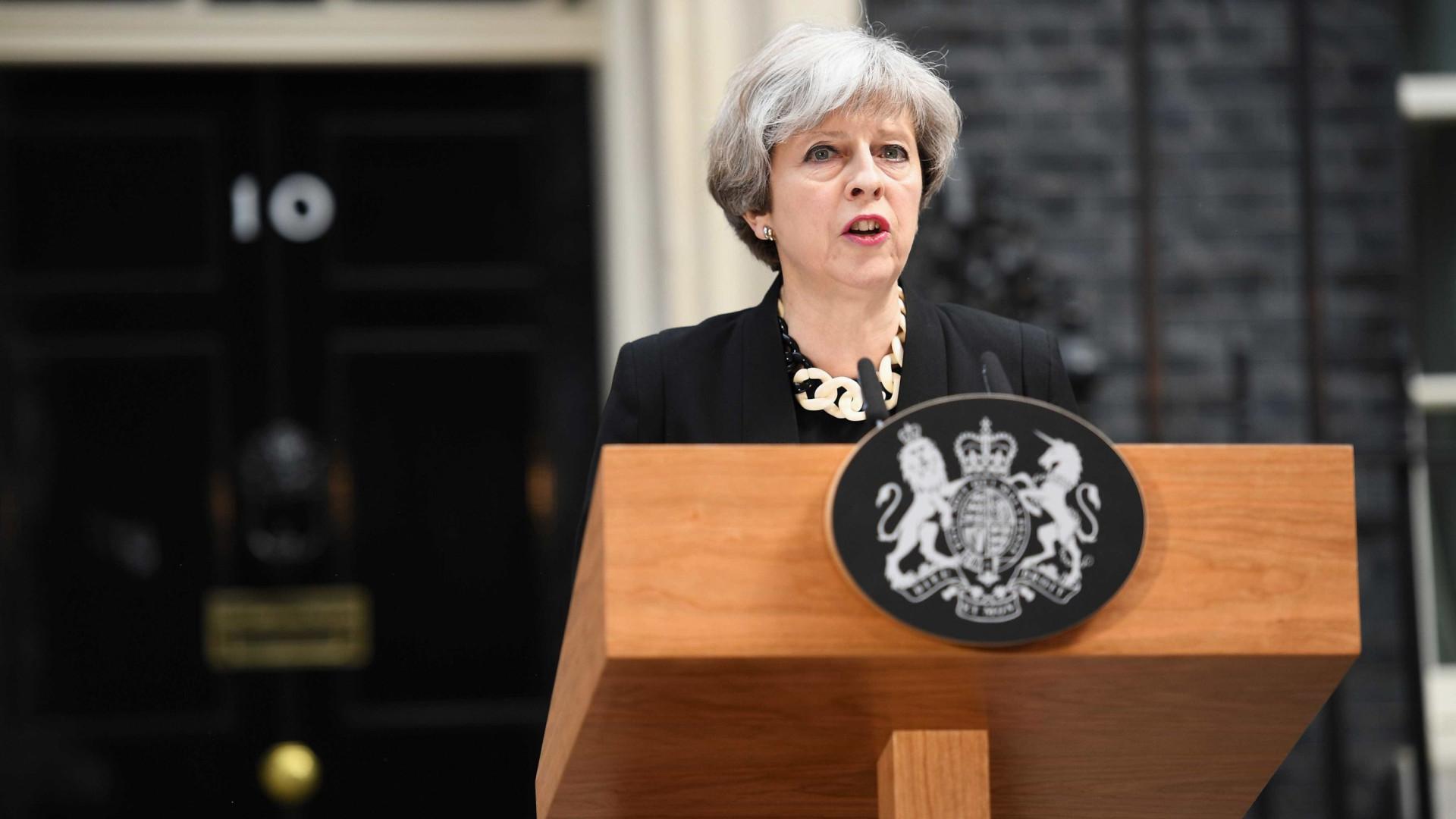 Theresa May aproveita visita de Trump para preparar o pós-Brexit