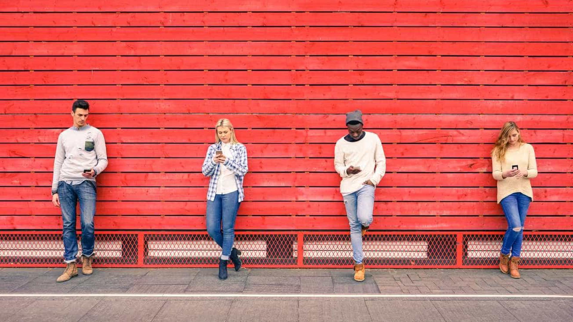 Jovens portugueses têm telemóvel desde os 10 anos e enviam 75 SMS por dia