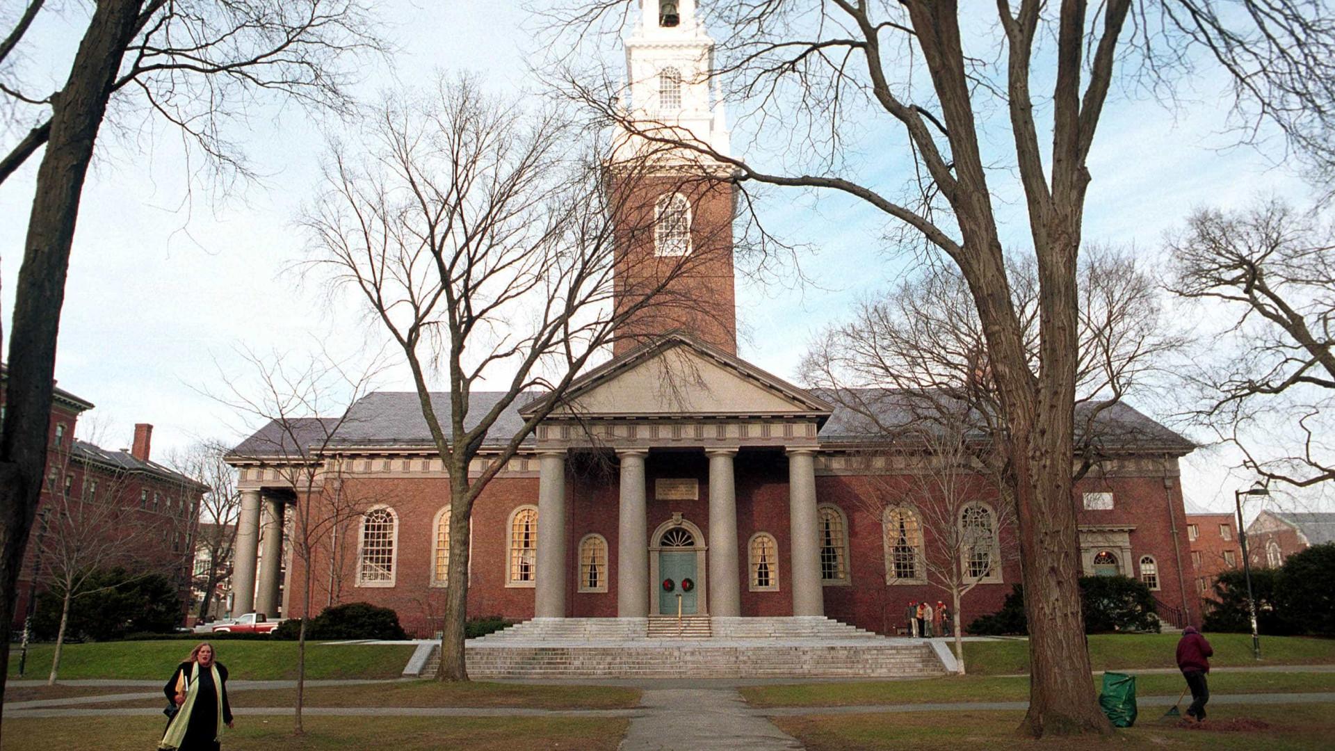 Harvard cancela matrícula de alunos que publicaram memes ofensivos