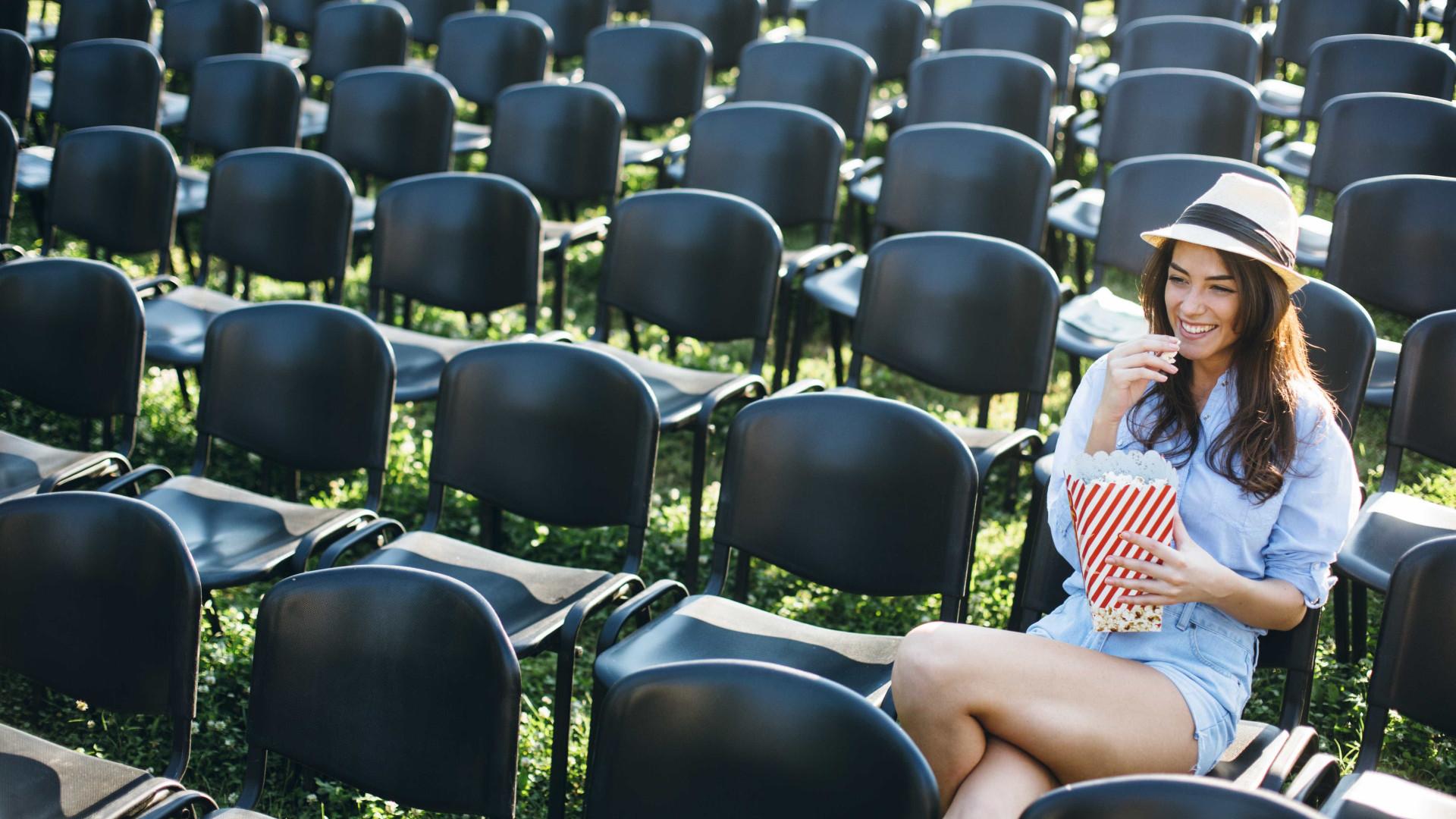 Sessões de documentários ao ar livre no Largo do Intendente