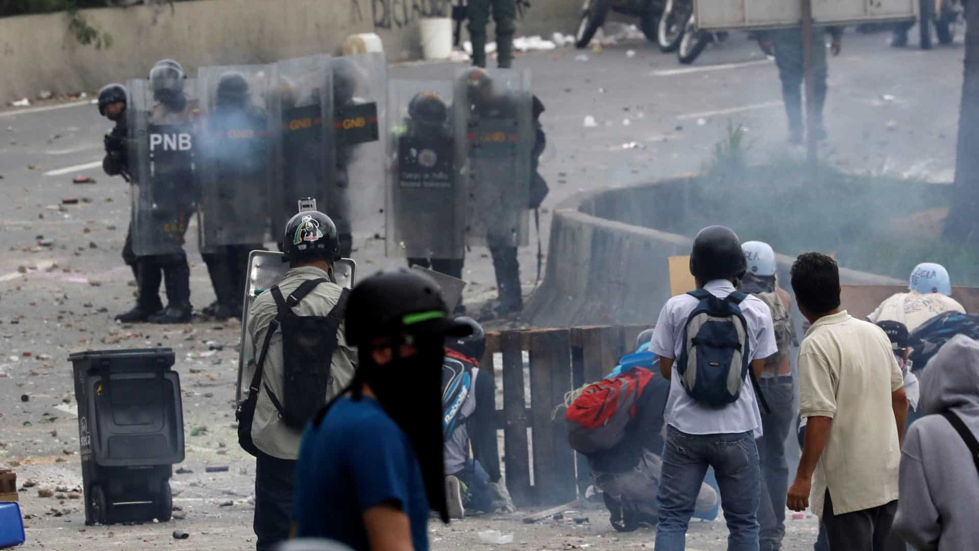 Venezuela: Um morto a tiro durante repressão a opositores