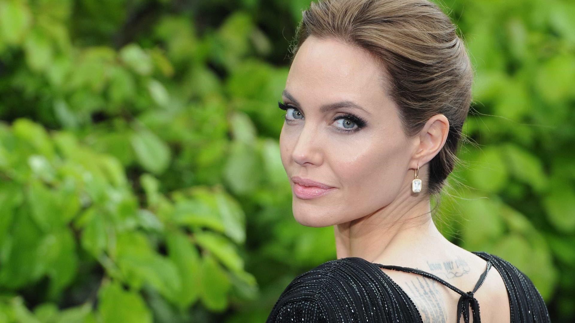 Angelina Jolie é o novo 'pesadelo&#039 dos vizinhos