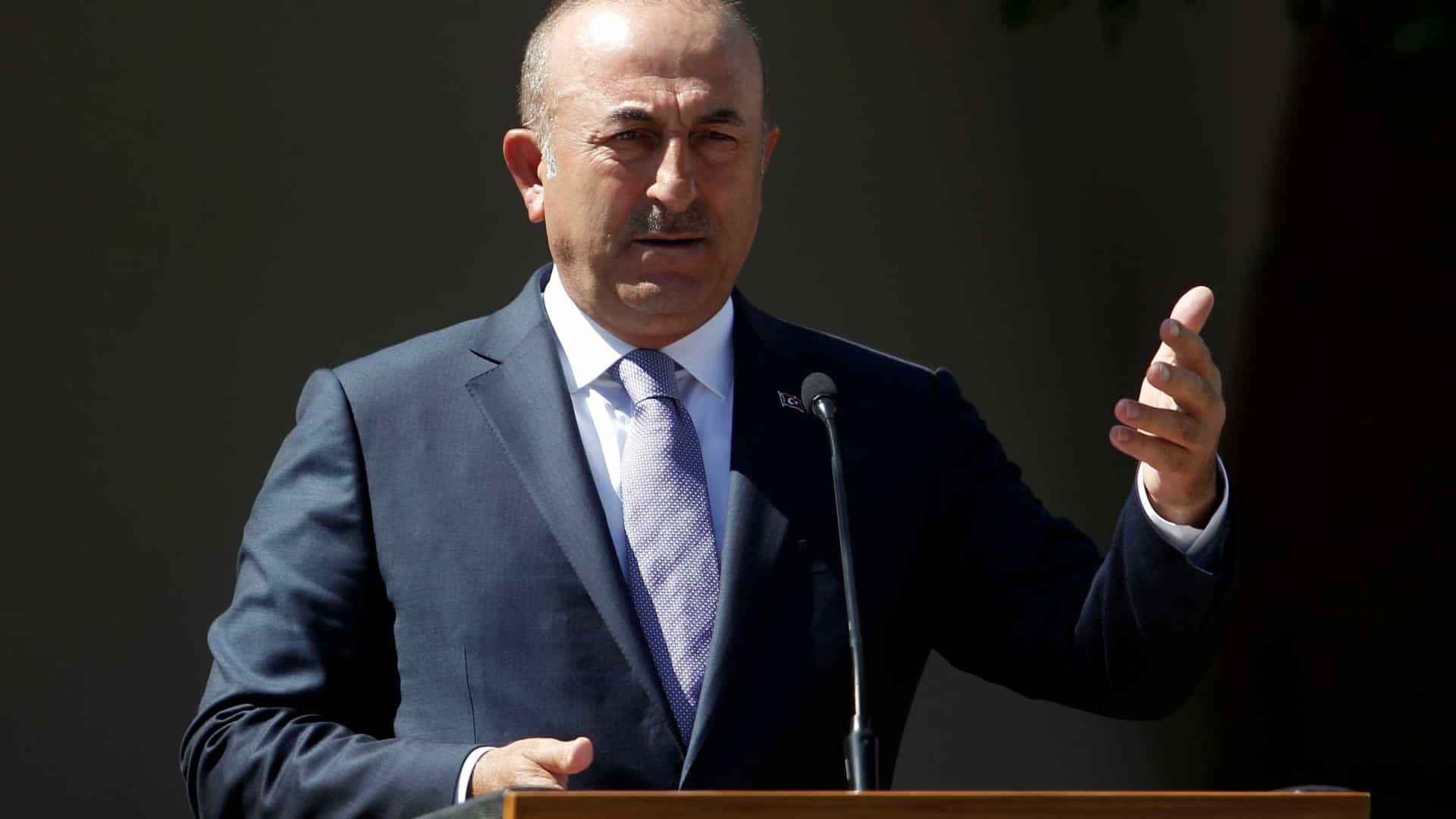 Turquia promete cinco mil milhões de dólares para reconstruir Iraque