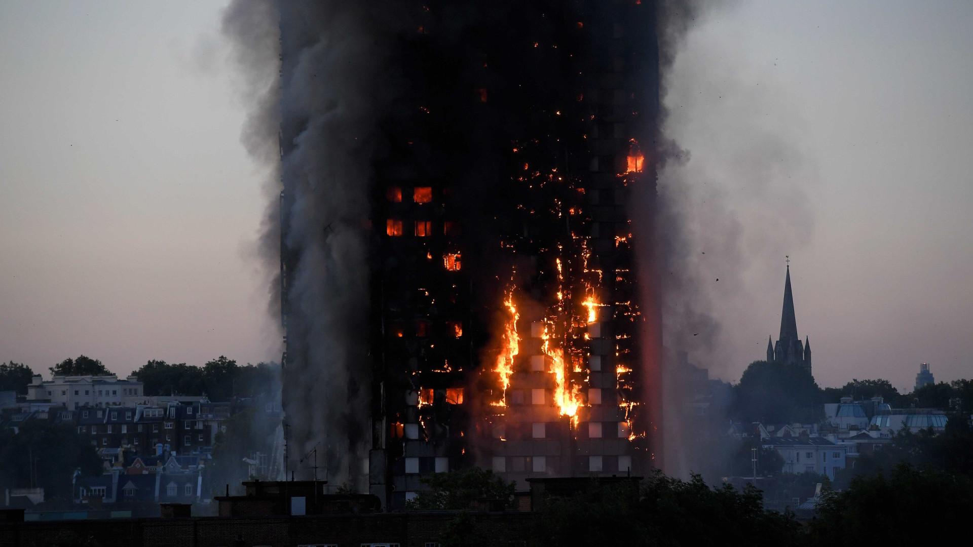 Incêndio em Londres deixa ao menos 6 mortos e 50 feridos