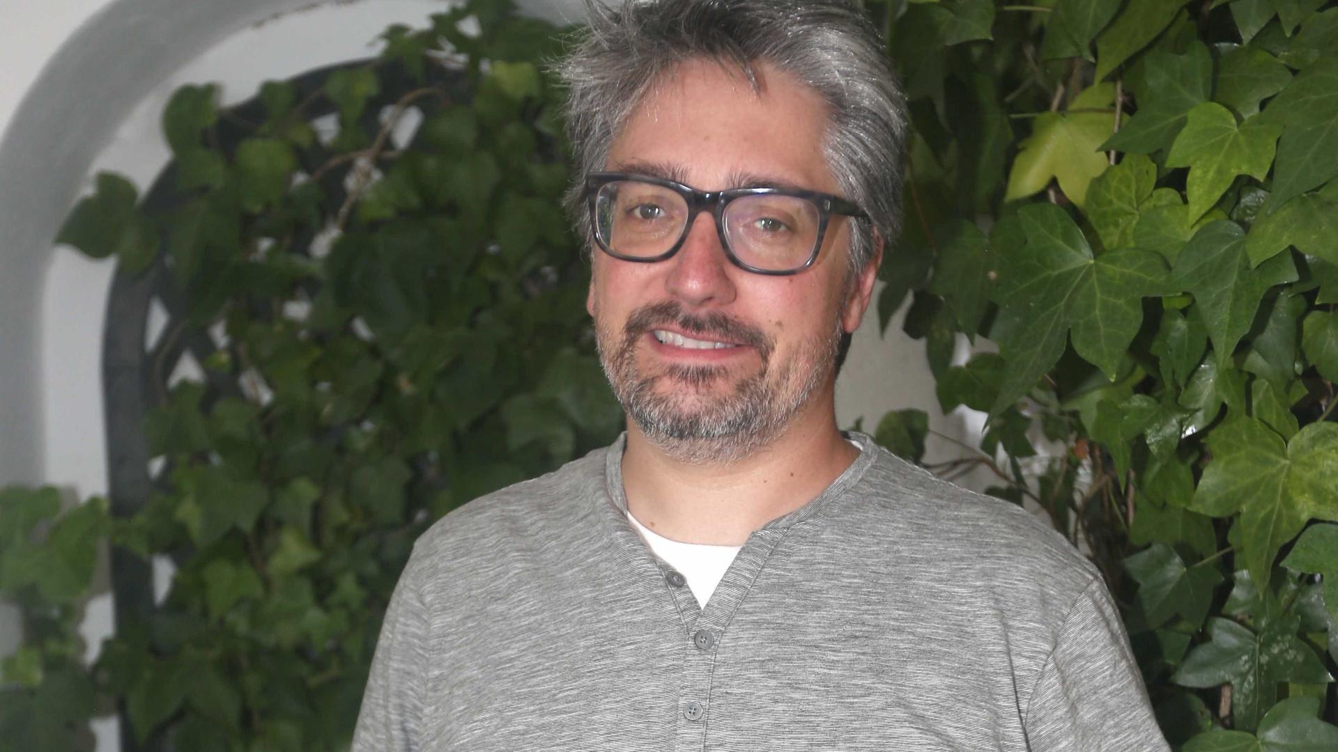 Nuno Markl corta o cabelo nos estúdios da Rádio Comercial