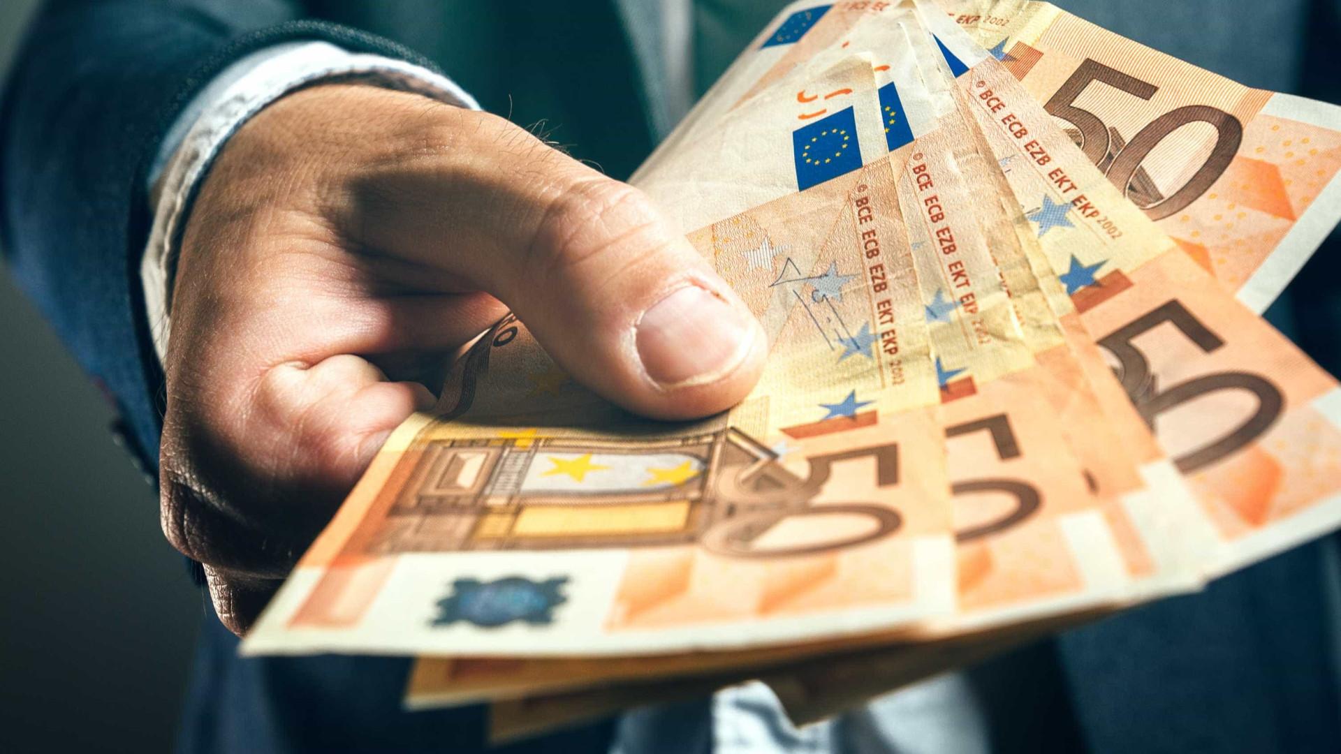 Euro regista nova subida e ultrapassa 1,18 dólares