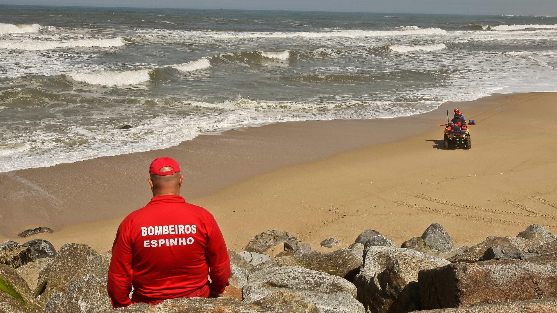 Mais falsos alertas, e corpos de jovens afogados continuam sem aparecer