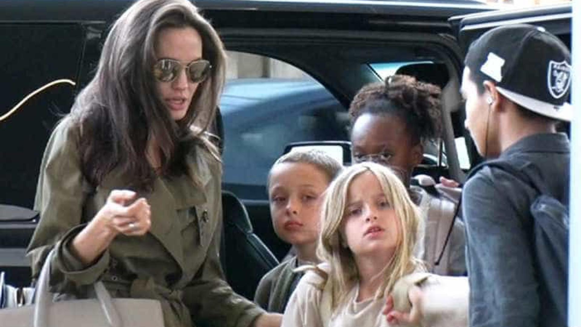 Jolie parte de férias com os filhos (Brad Pitt não entrou nos planos)
