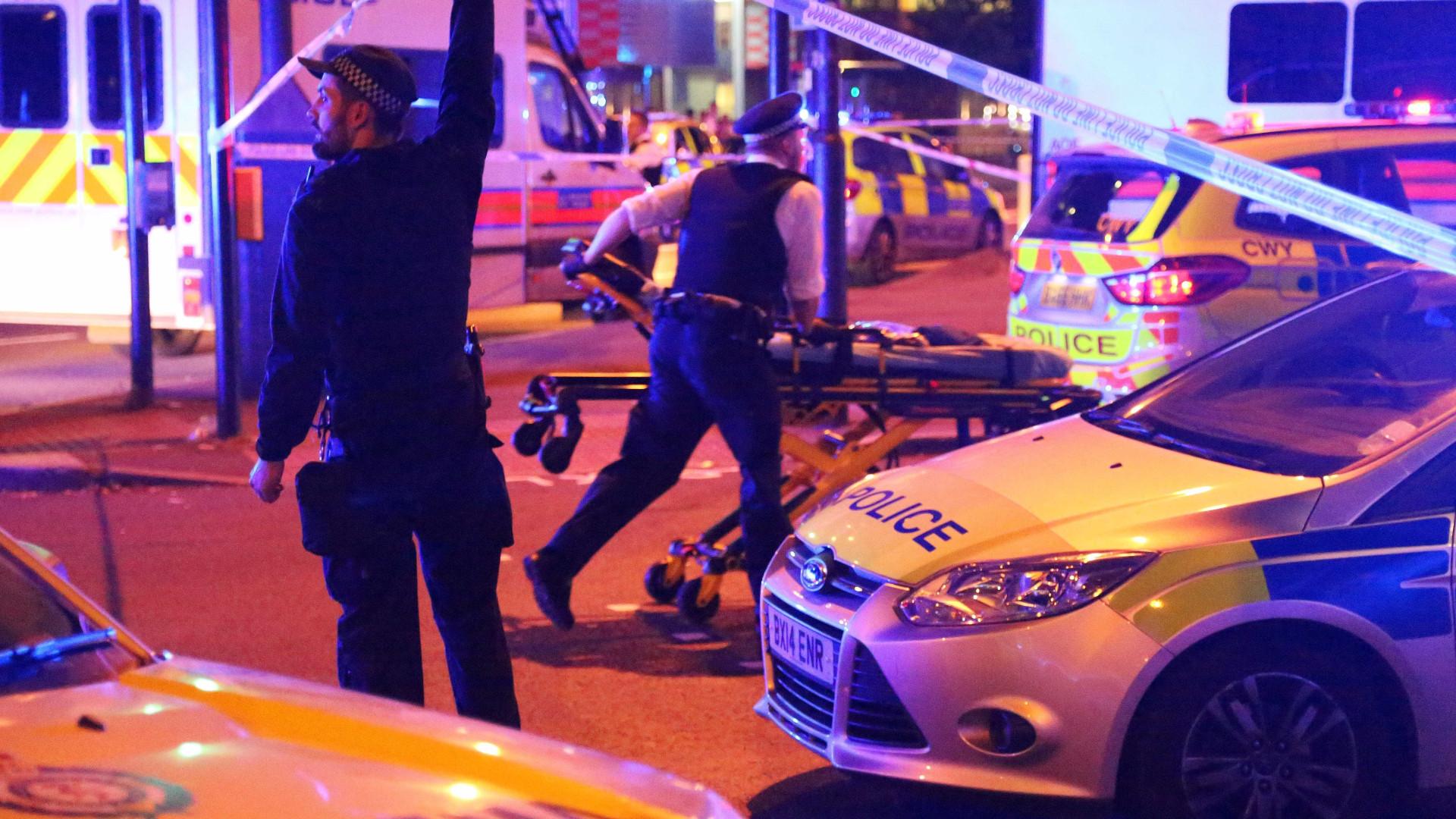 Londres: Momento em que condutor da carrinha é preso pelos populares