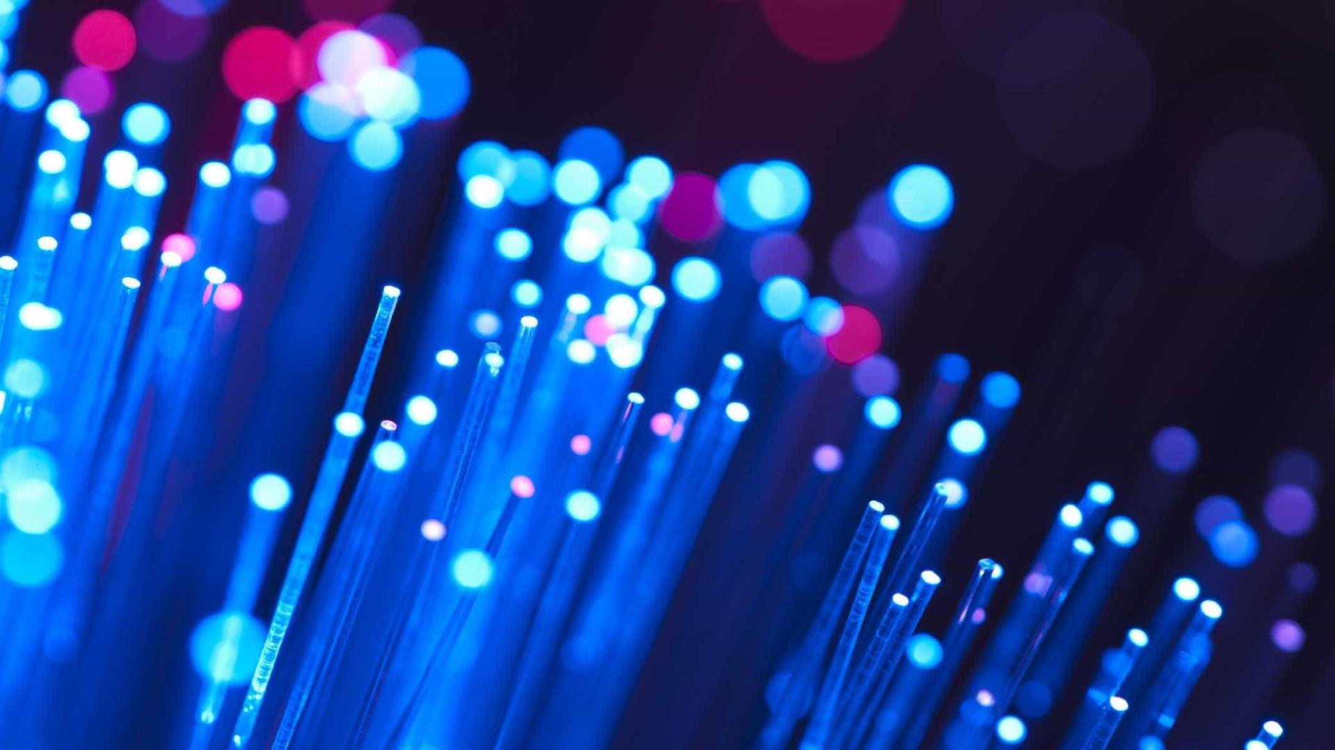 Bruxelas anuncia contrato de cabo de fibra ótica entre Portugal e Brasil