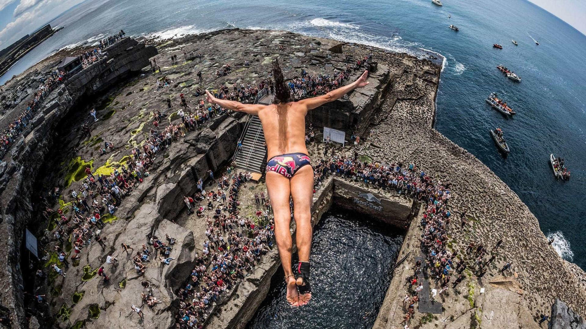 Competição de saltos de penhascos para as profundezas do mar vai começar
