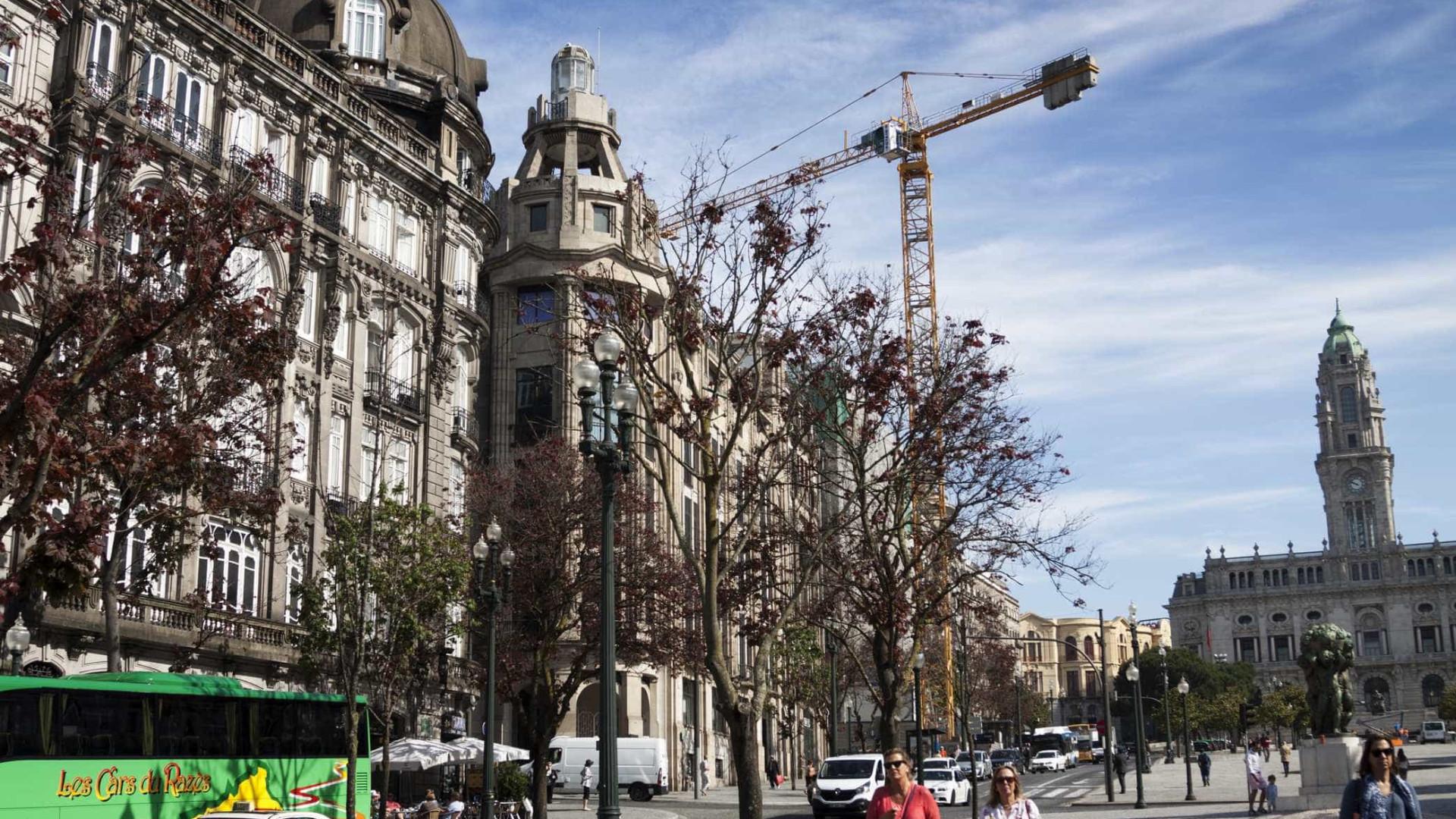Viatura suspeita obriga a corte da Avenida dos Aliados, no Porto