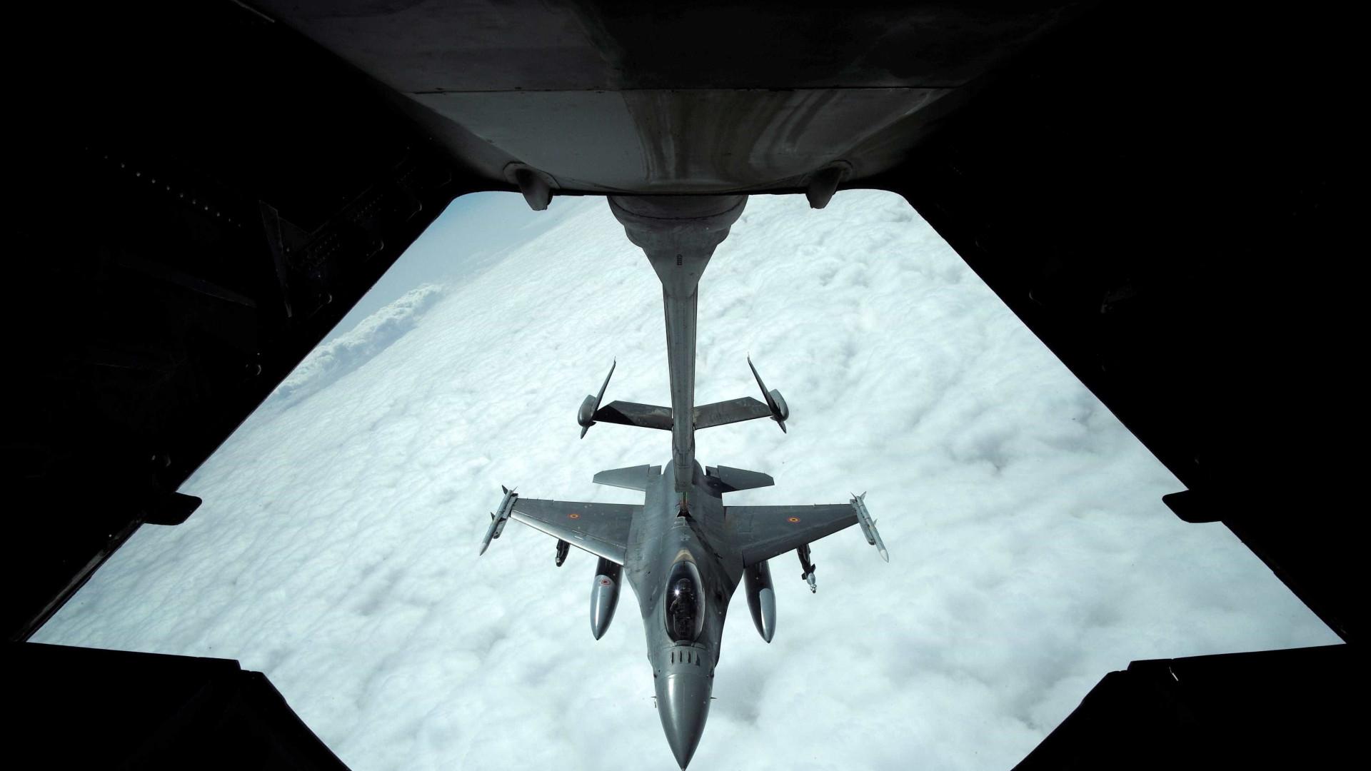 Austrália suspende operações aéreas na síria após advertências russas