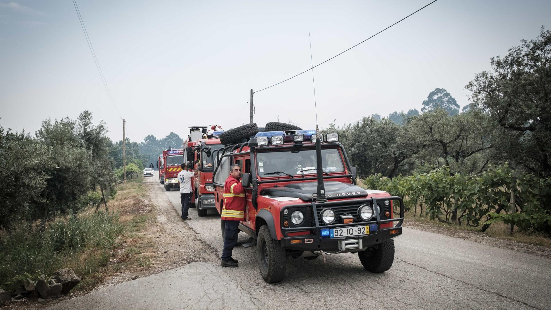 Incêndio pode ser extinto até ao final da manhã. Há 157 feridos