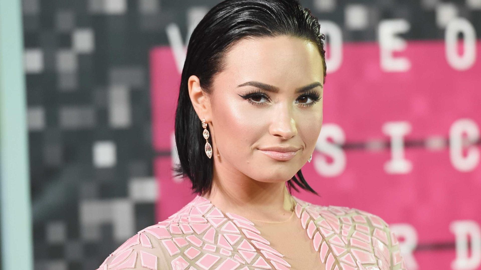 Hoje, Demi Lovato faria as coisas de forma diferente (e explica porquê)