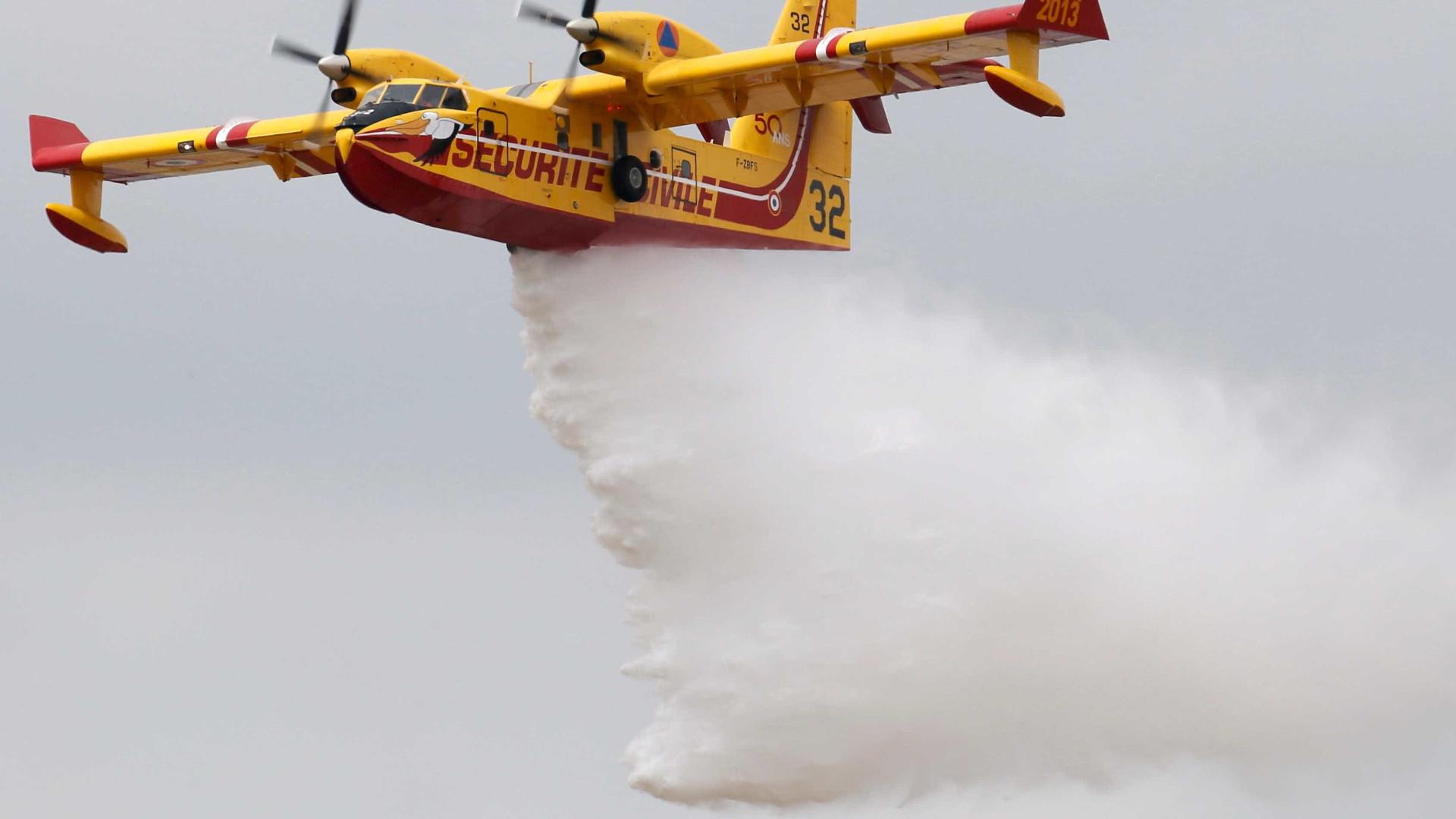 A15 cortada em Santarém devido a incêndio. Cinco aviões combatem chamas