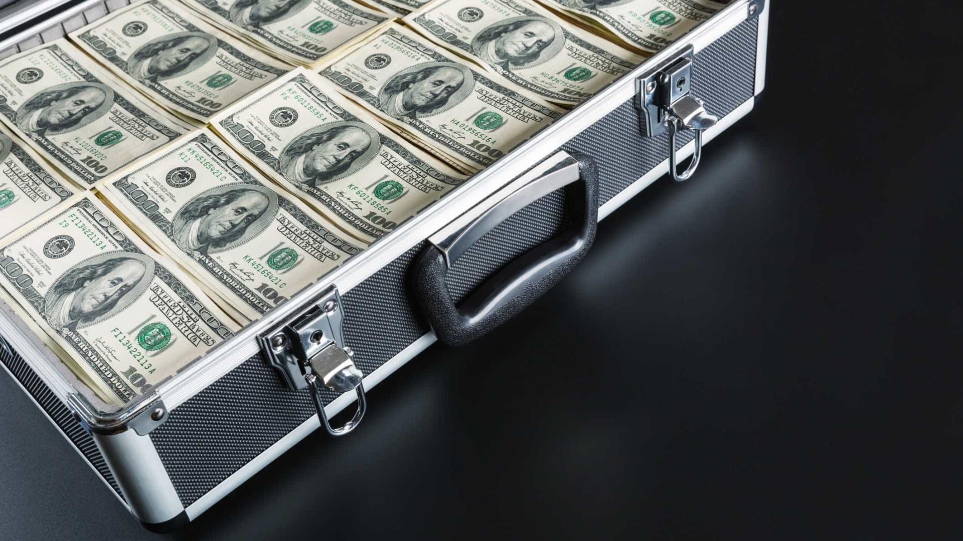 Preço para comprar dólar nas ruas de Luanda entra em agosto em queda