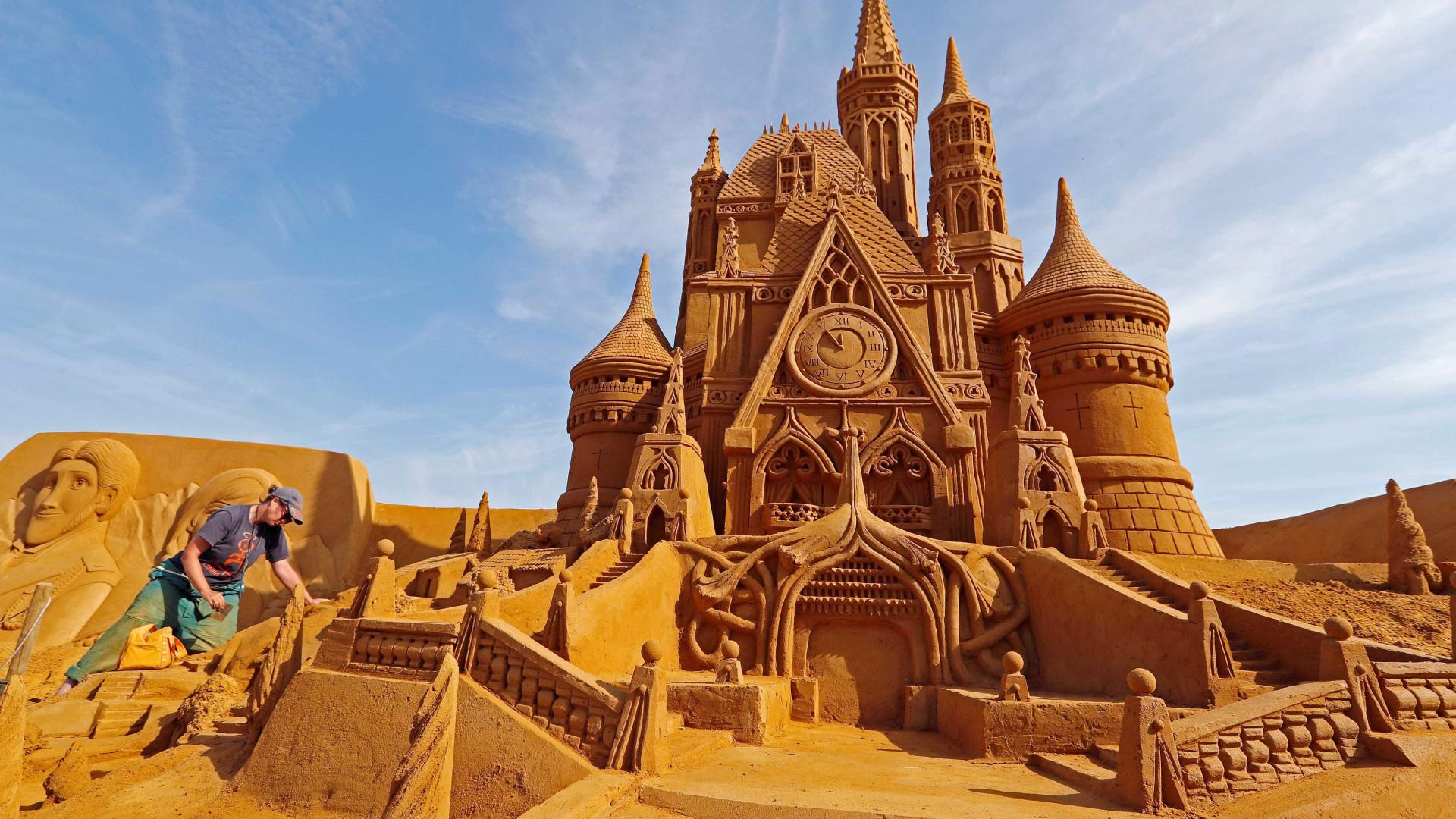 Castelos de areia são para meninos. Este festival é para profissionais