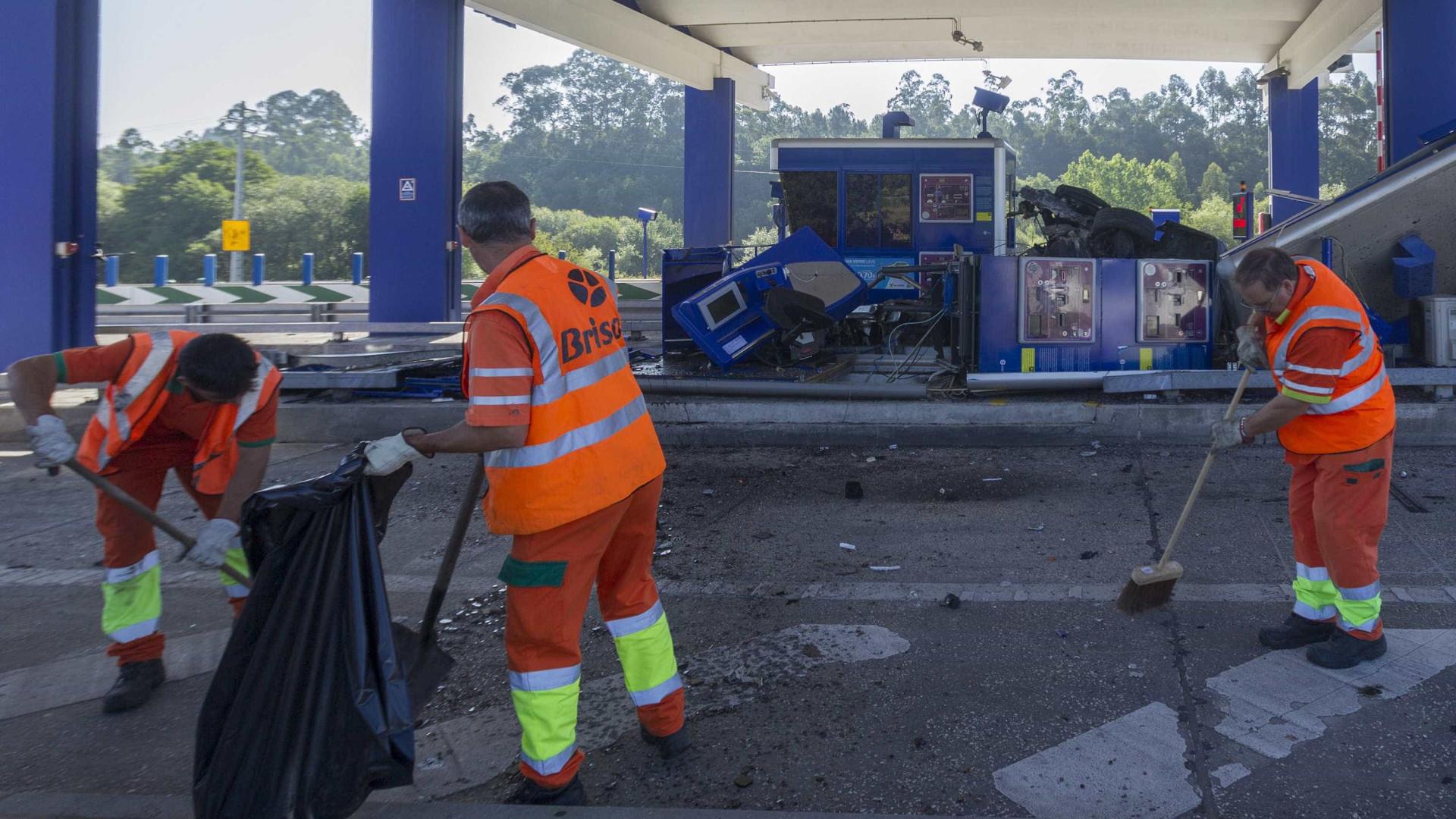 Condutor morre após chocar contra pórtico de portagem na A41