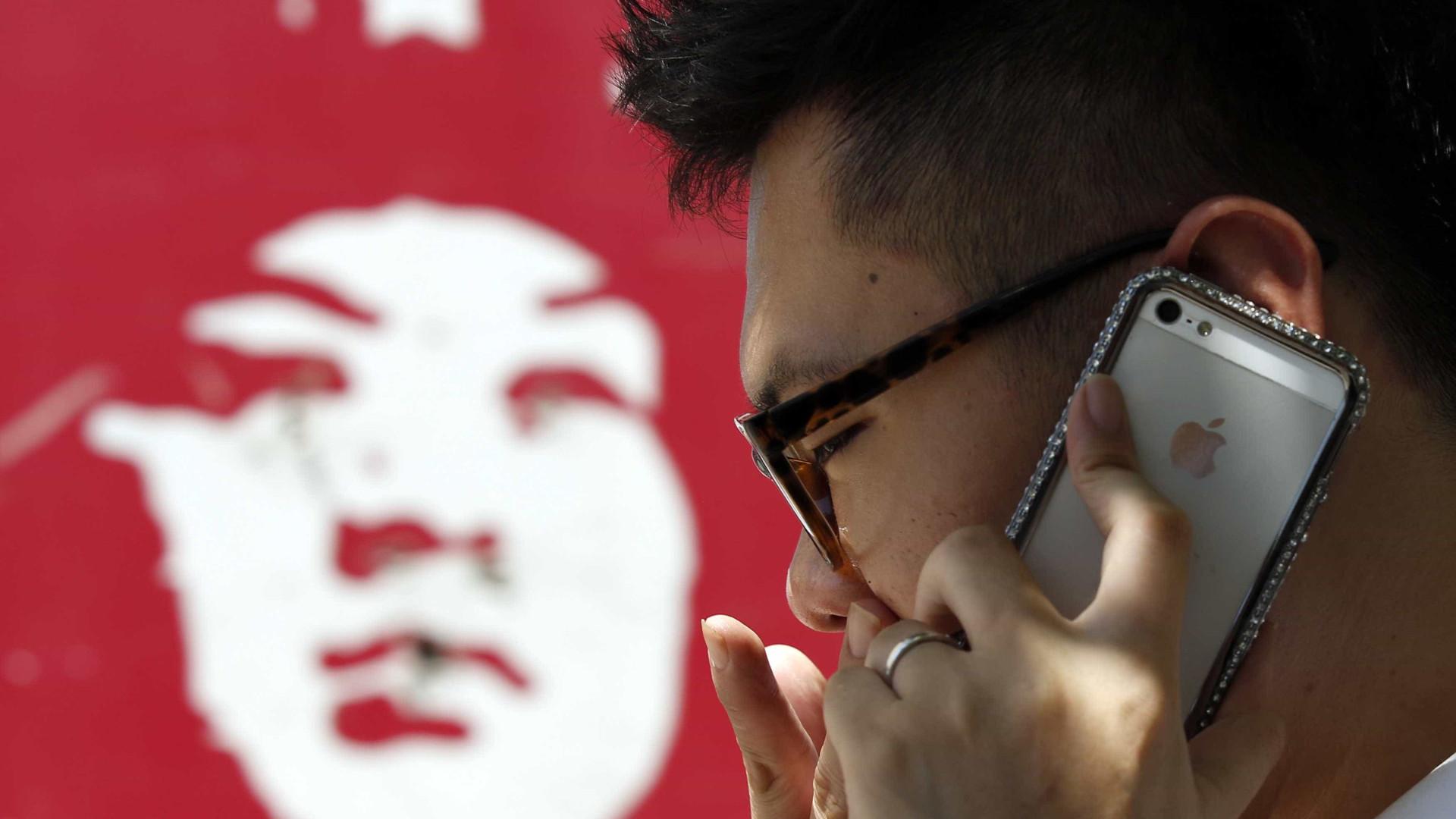 Mais de metade dos chineses recorre maioritariamente a pagamentos móveis