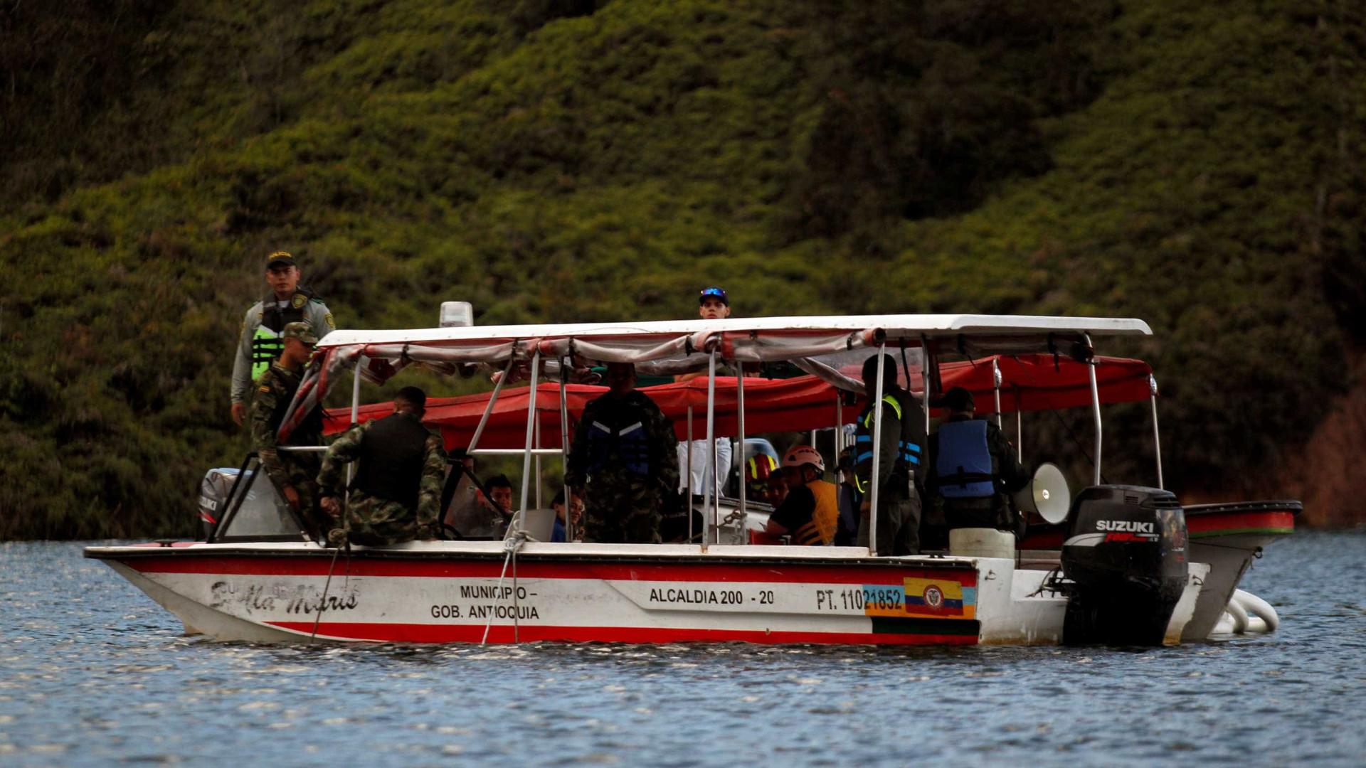 Seis mortos e 31 desaparecidos em naufrágio na Colômbia