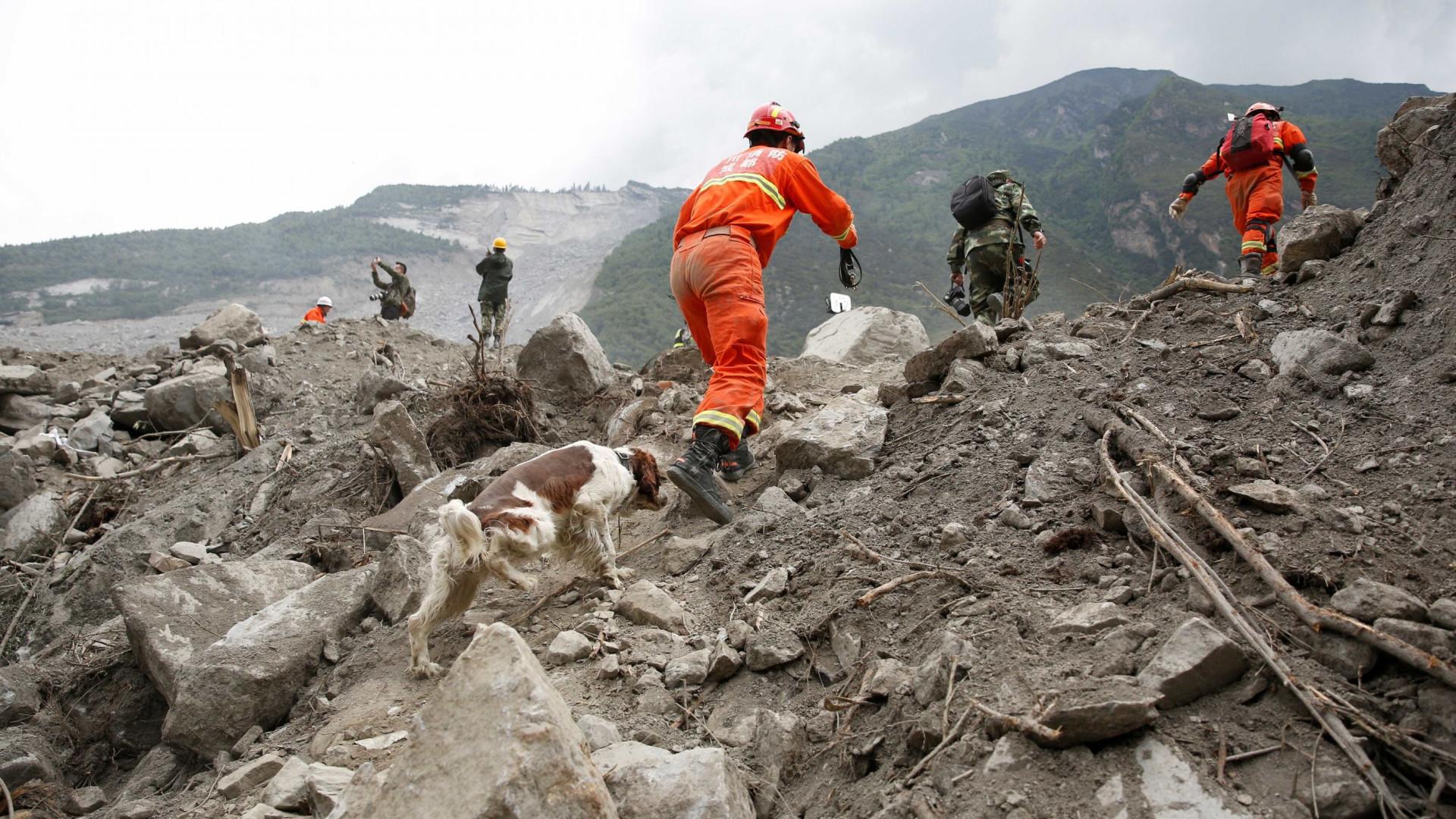 Pelo menos 47 mortos em 3 dias de chuva e deslizamento de terras no Nepal