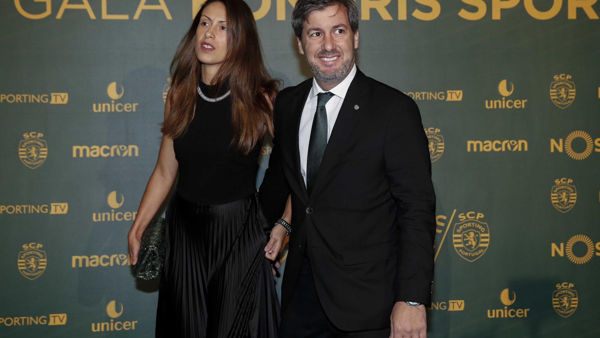 Quatro meses após o casamento, Bruno de Carvalho já não vive com a esposa