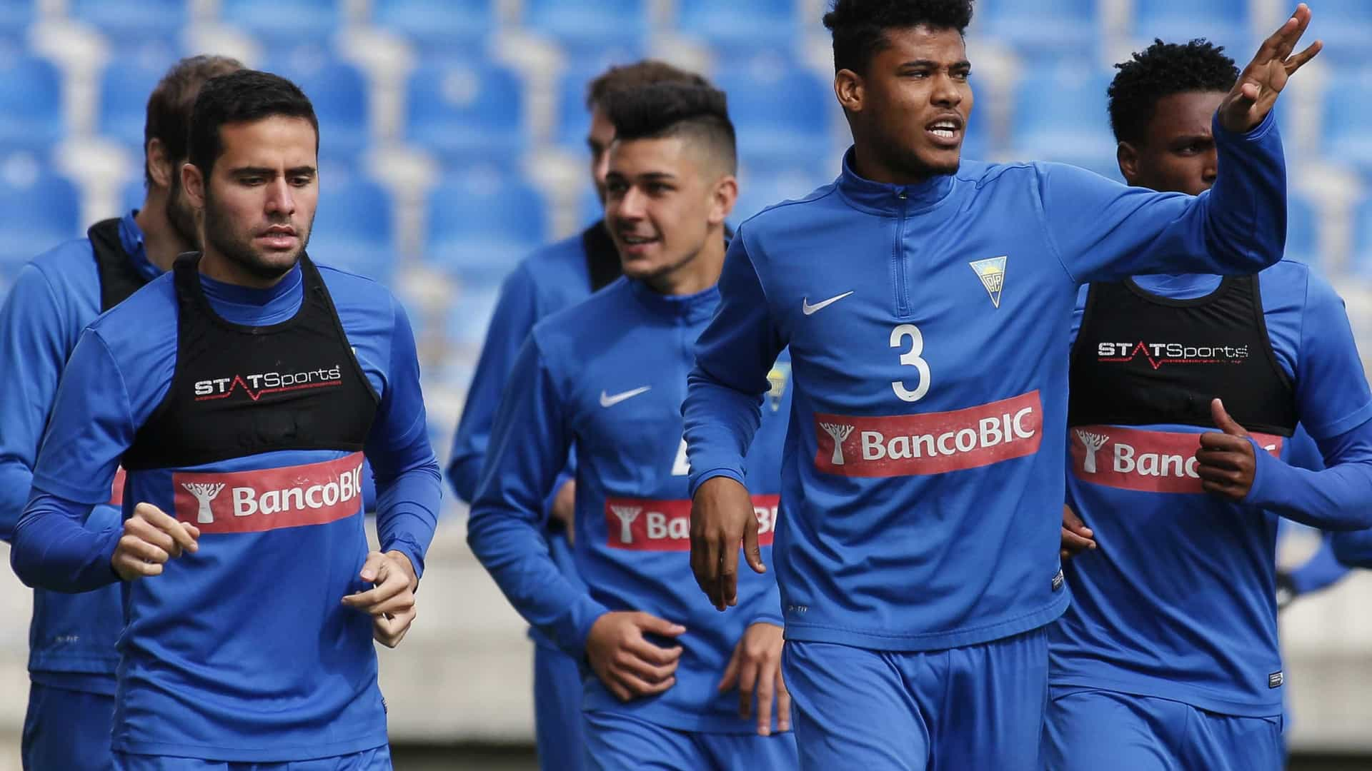 Notícias ao Minuto - Benfica e Estoril têm acordo por Ailton c08159e143513