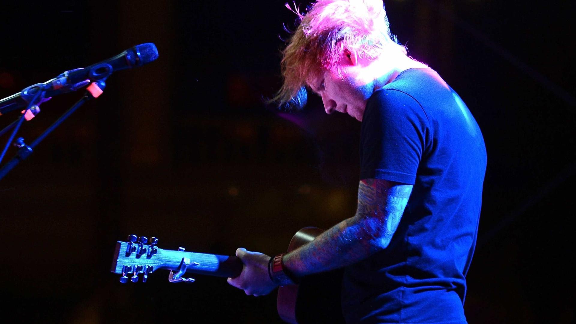 Ed Sheeran abandona o Twitter cansado de ataques