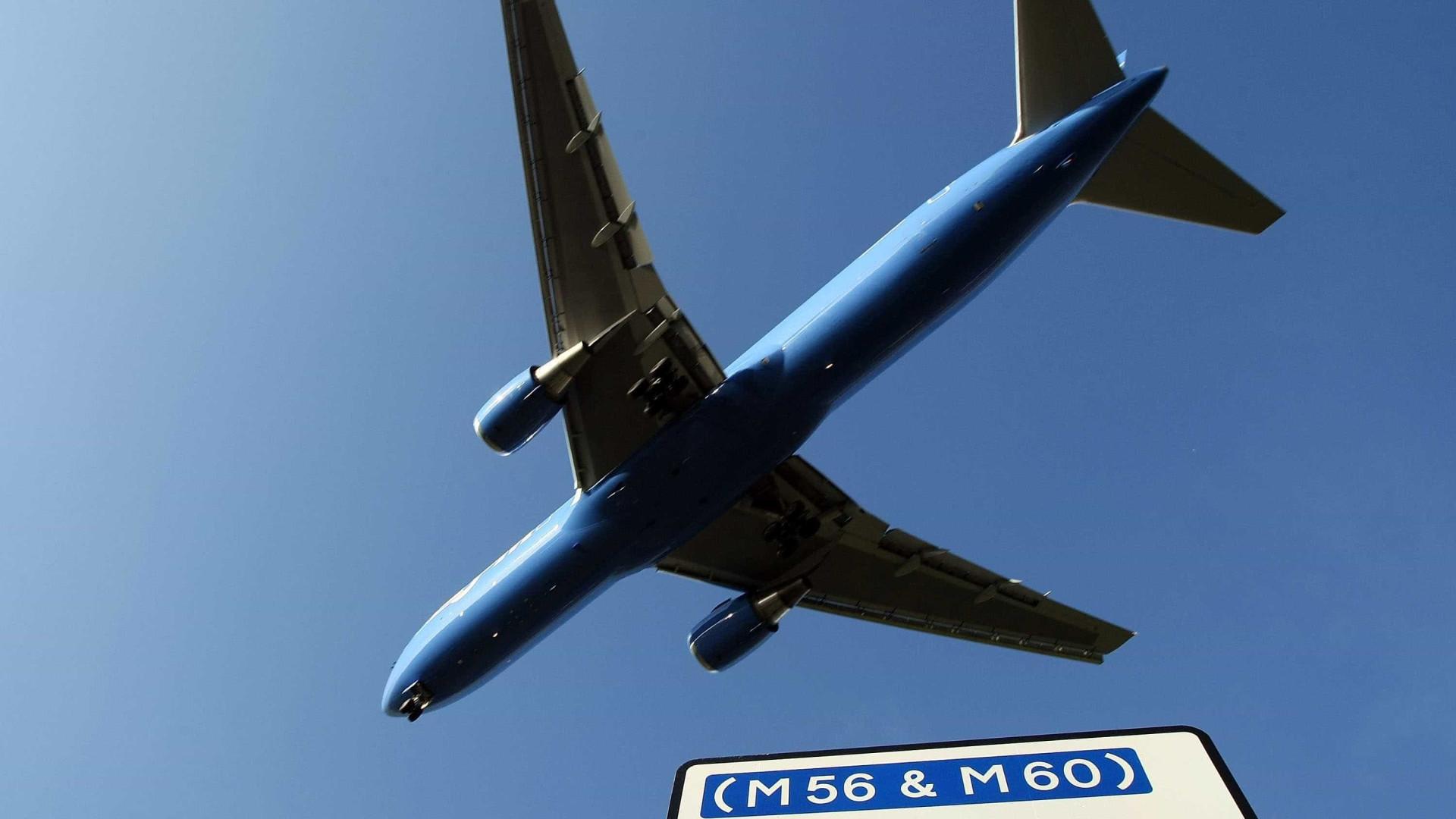 Terminal 3 do aeroporto de Manchester evacuado devido a pacote suspeito