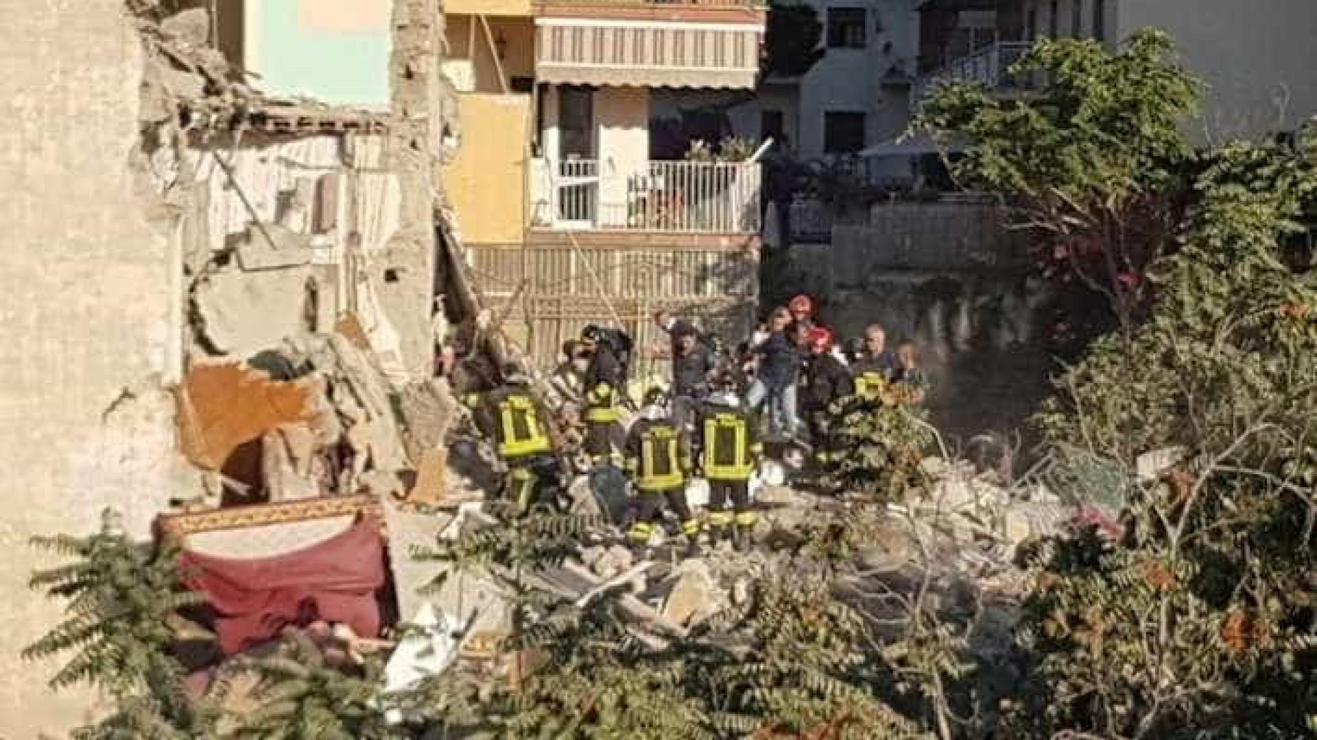 Duas famílias desaparecidas em derrocada em Itália
