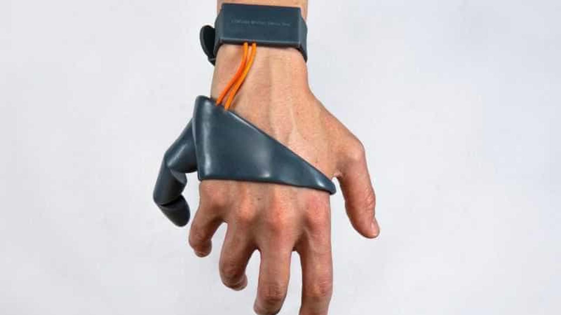 Precisa de um dedo extra? Este 'terceiro polegar' é o gadget ideal