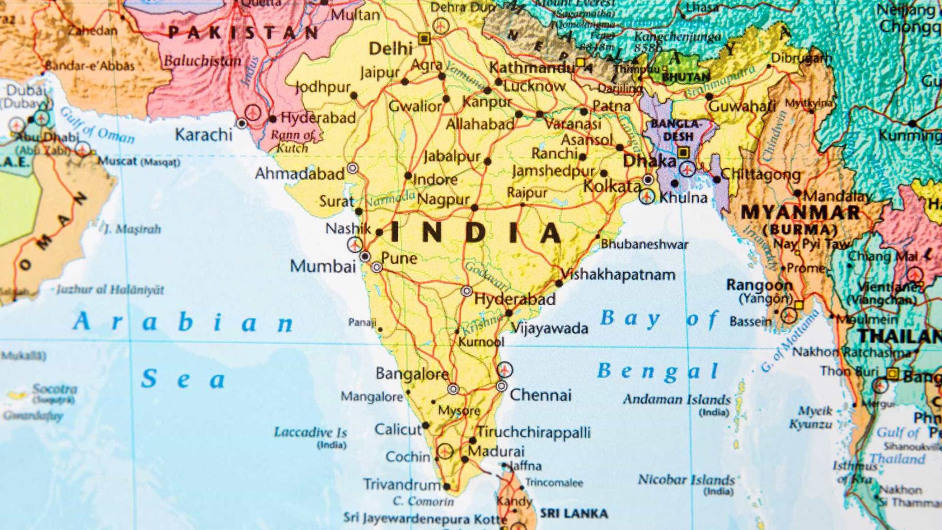 Dezasseis peregrinos hindus mortos em acidente com autocarro na Índia