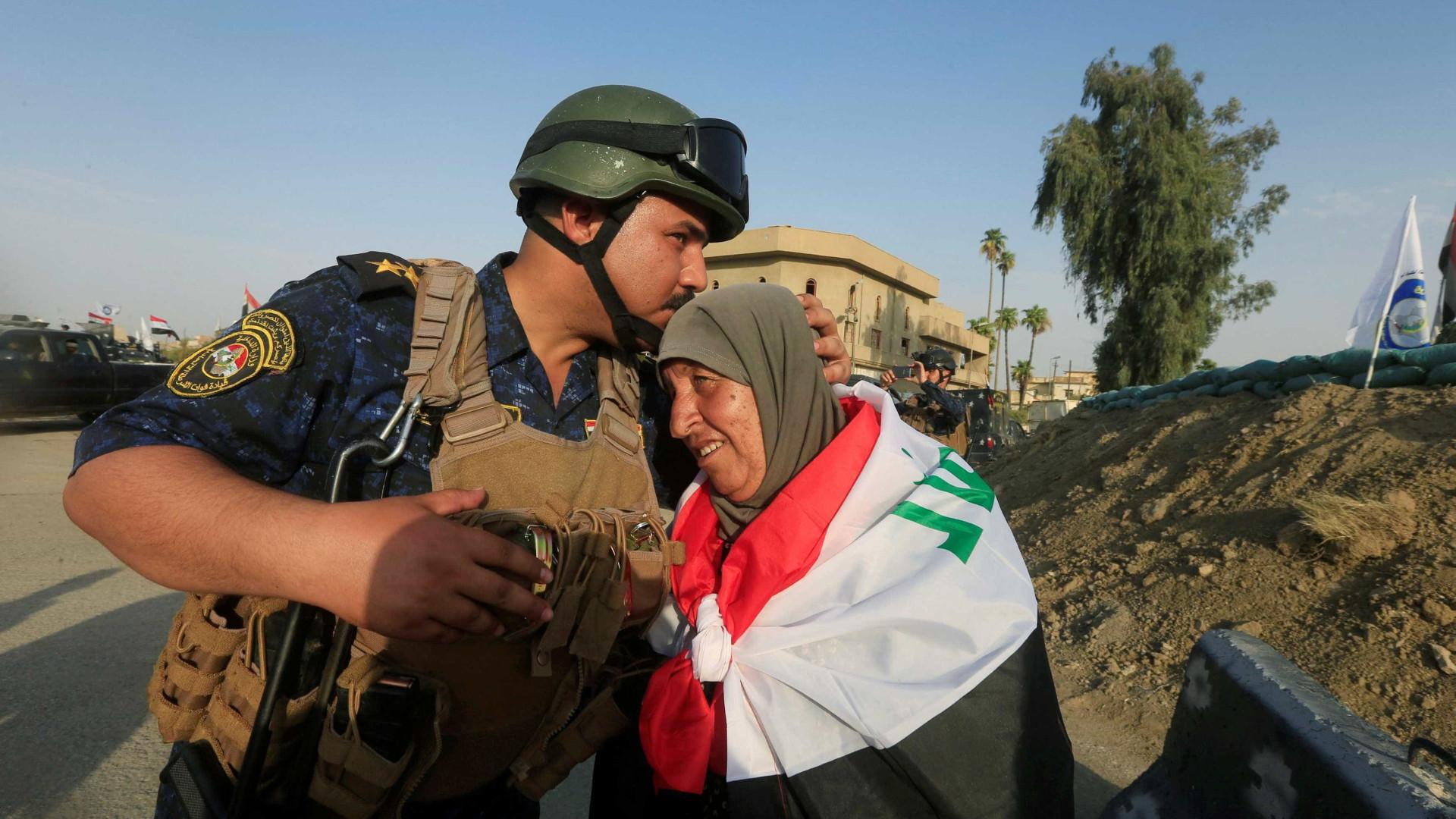 Primeiro-ministro iraquiano chegou a Mossul para assinalar vitória sobre o Daesh