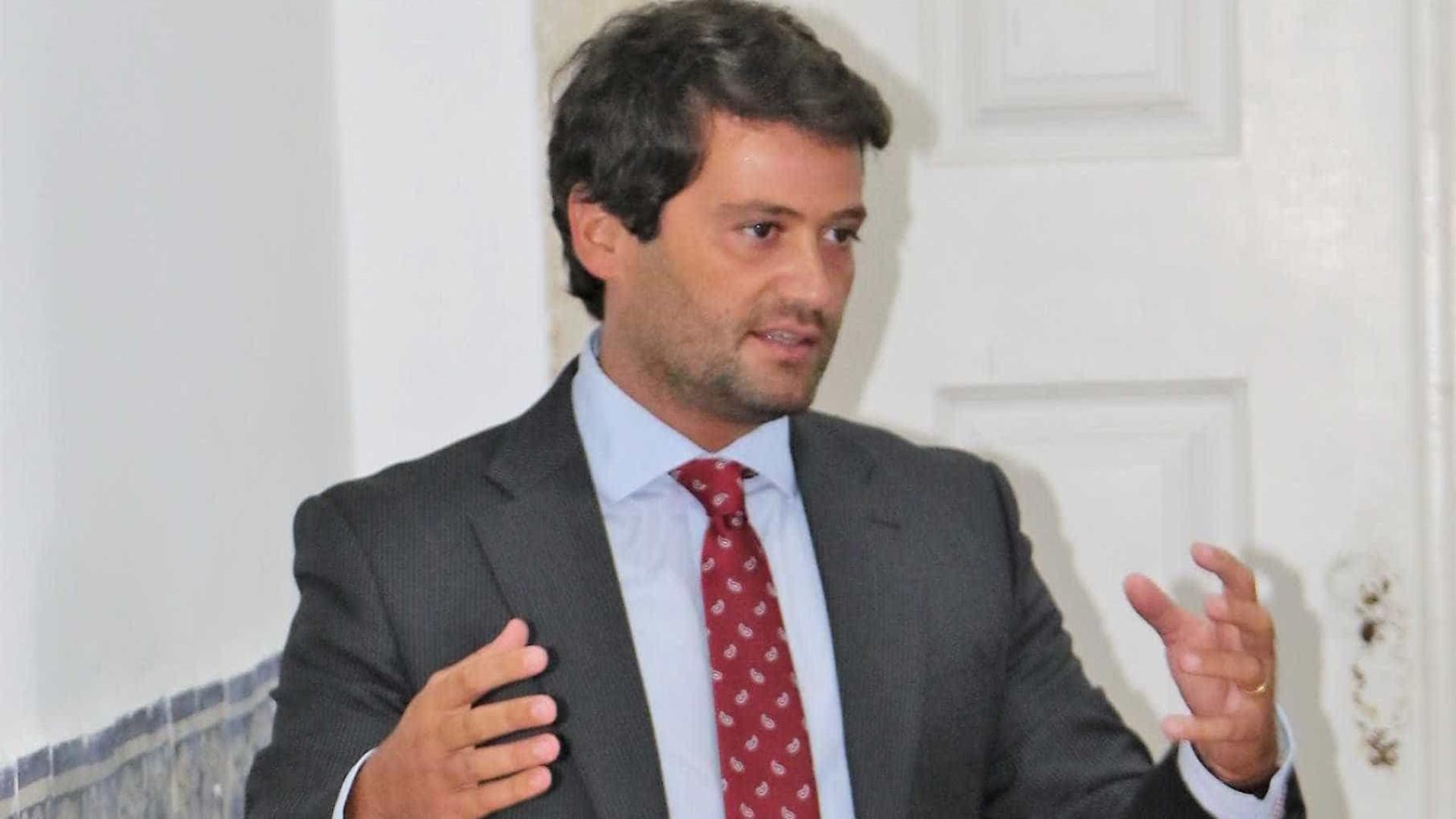 PS exige a Passos que retire a confiança política em André Ventura