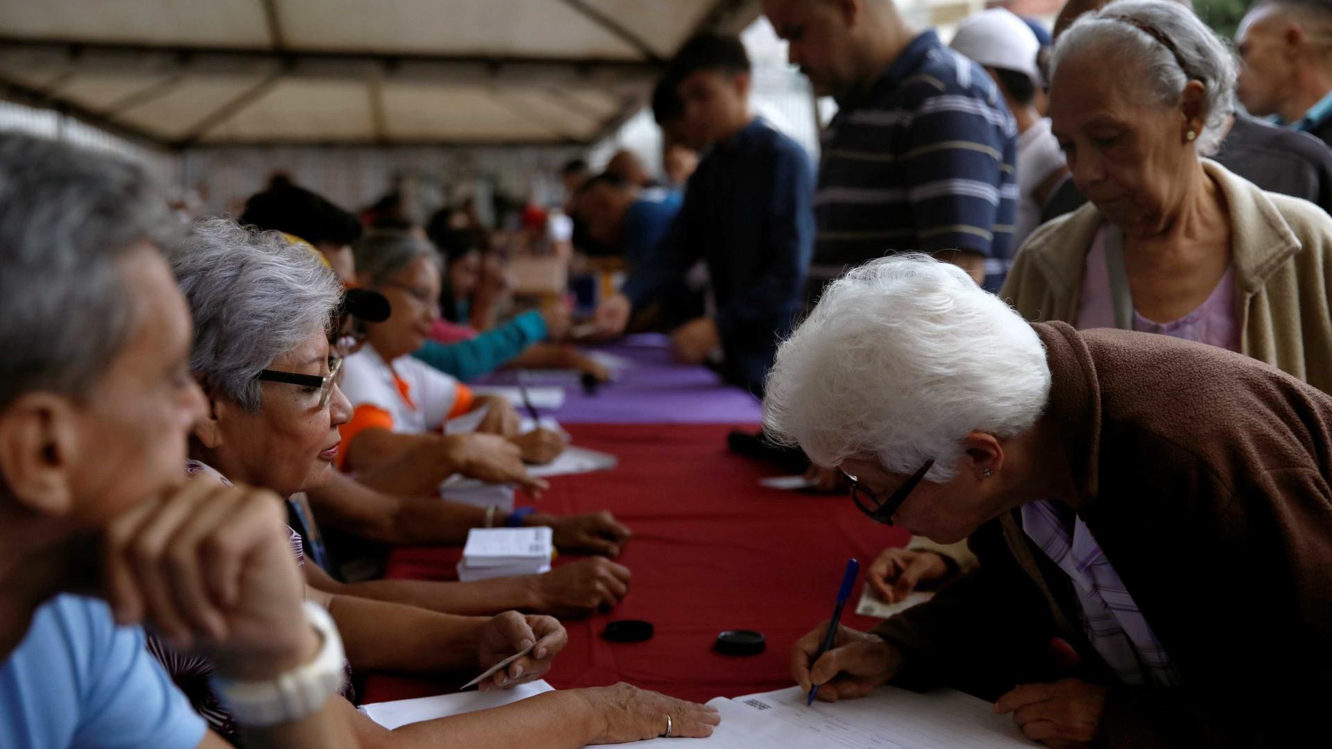 Abertas as urnas para plebiscito simbólico contra Nicolás Maduro