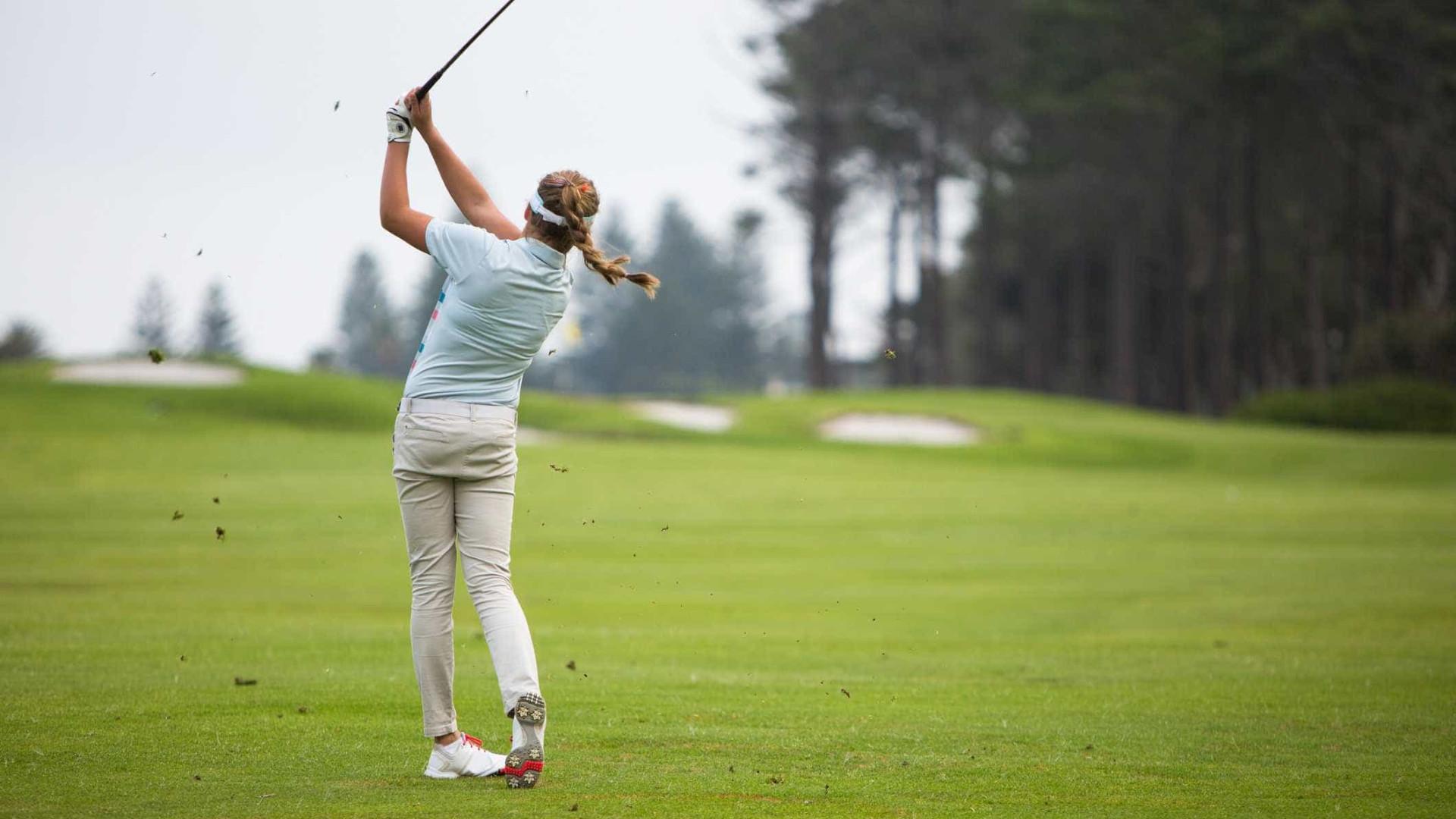 Golfistas norte-americanas proibidas de usar leggings e decotes