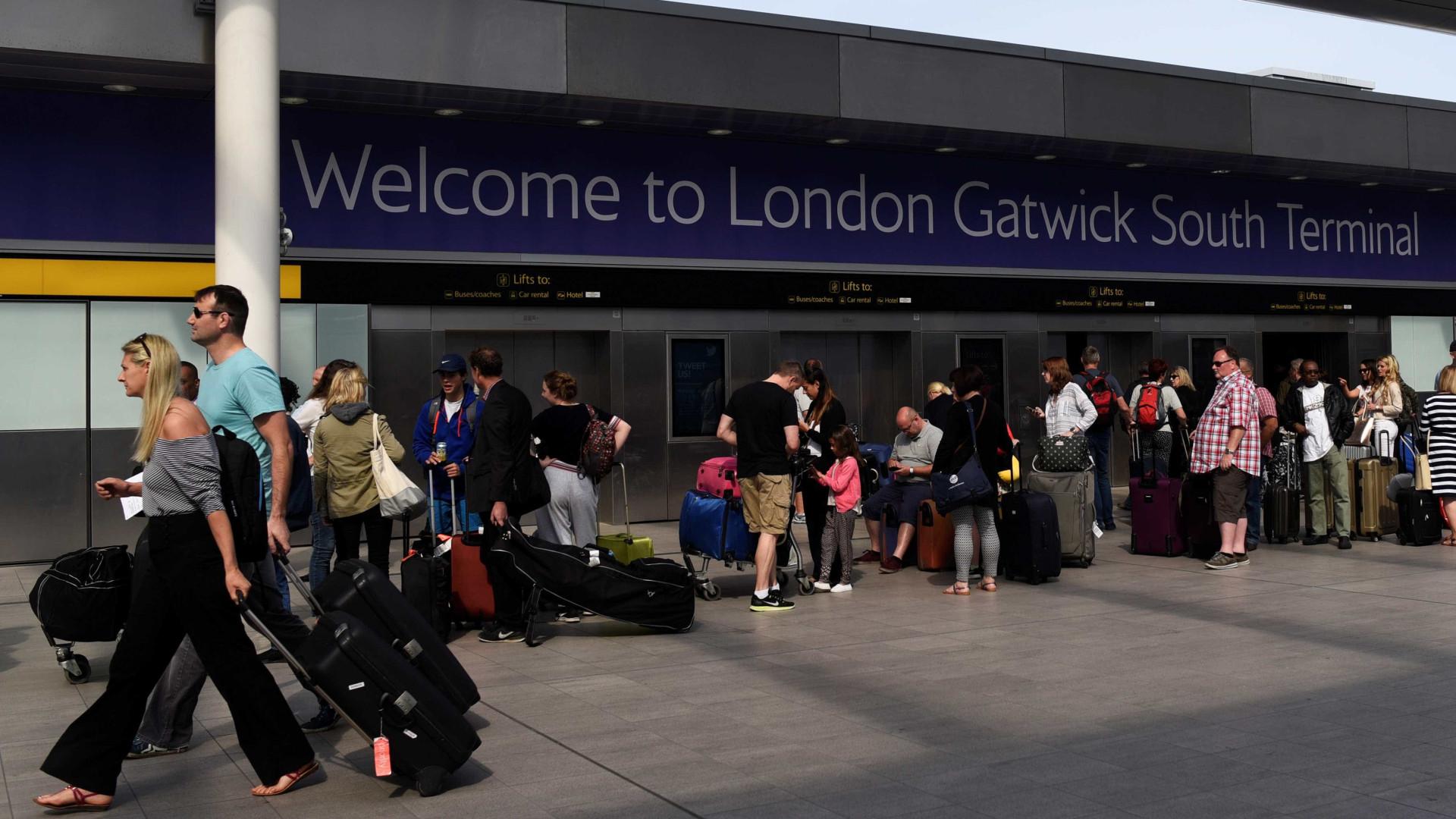 Pneu de avião explode durante descolagem no aeroporto de Gatwick