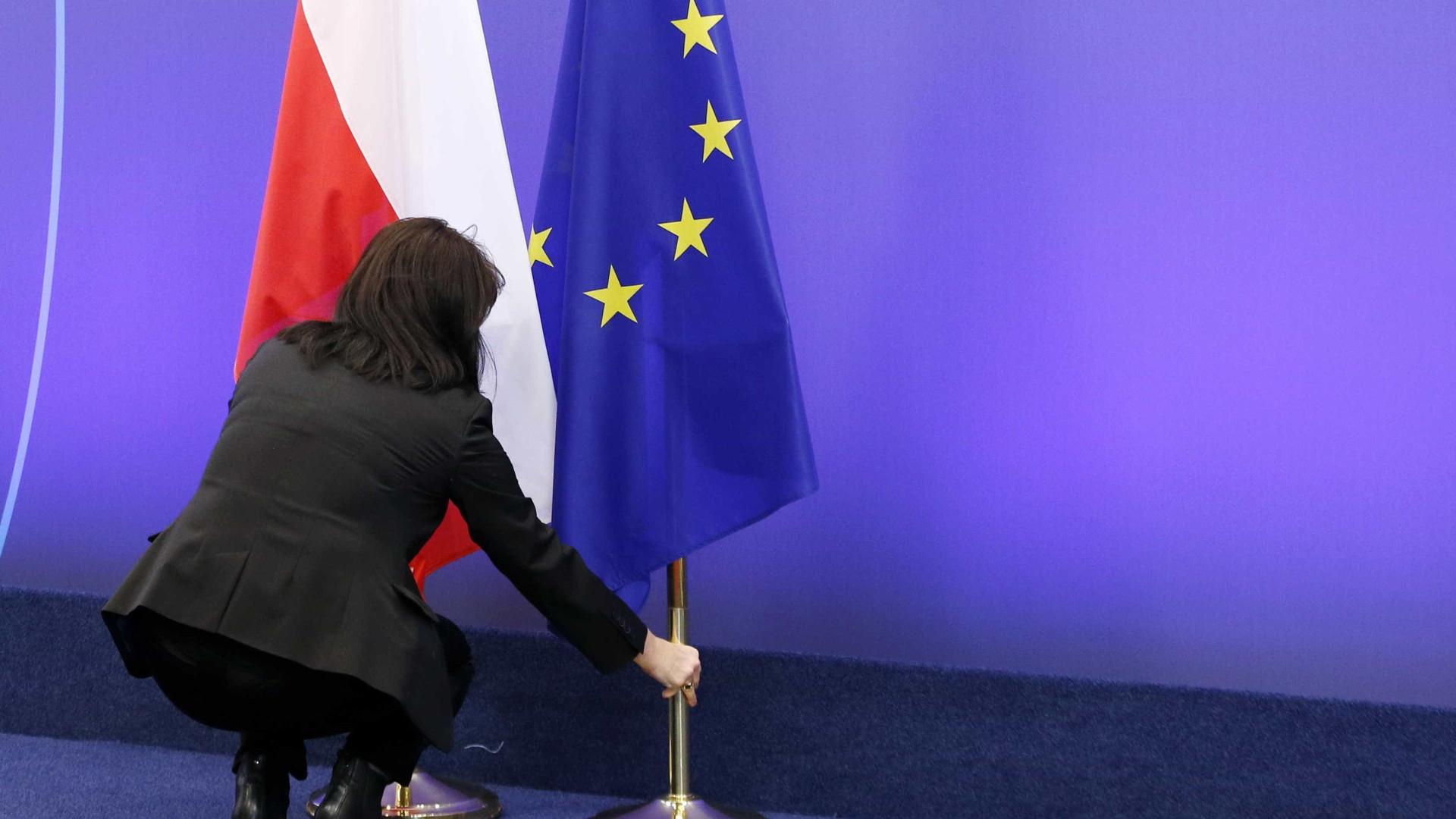 Parlamento polonês aprova lei que reduz independência do Judiciário