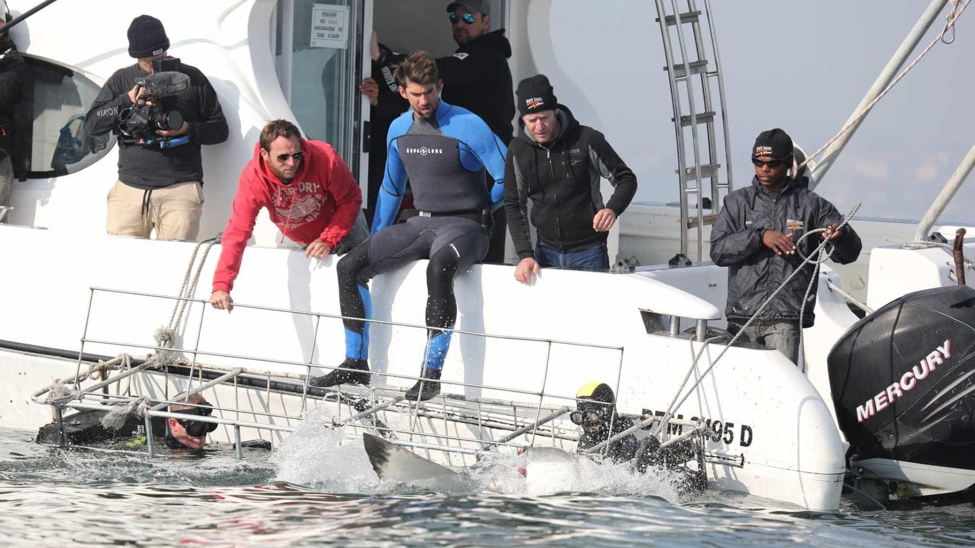 Phelps compete com tubarão para a Discovery e quase ganha