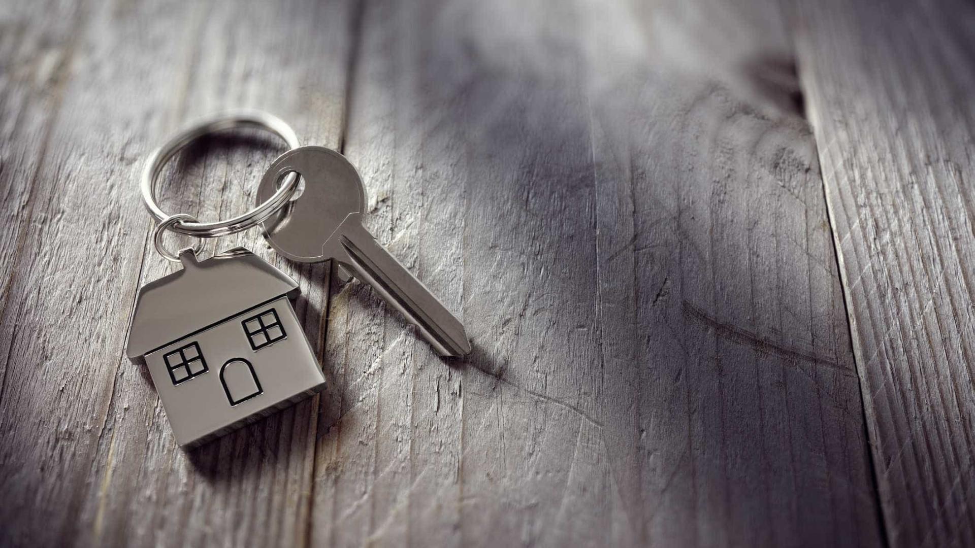BE quer mudar participação municipal do IRS e tributação de habitação