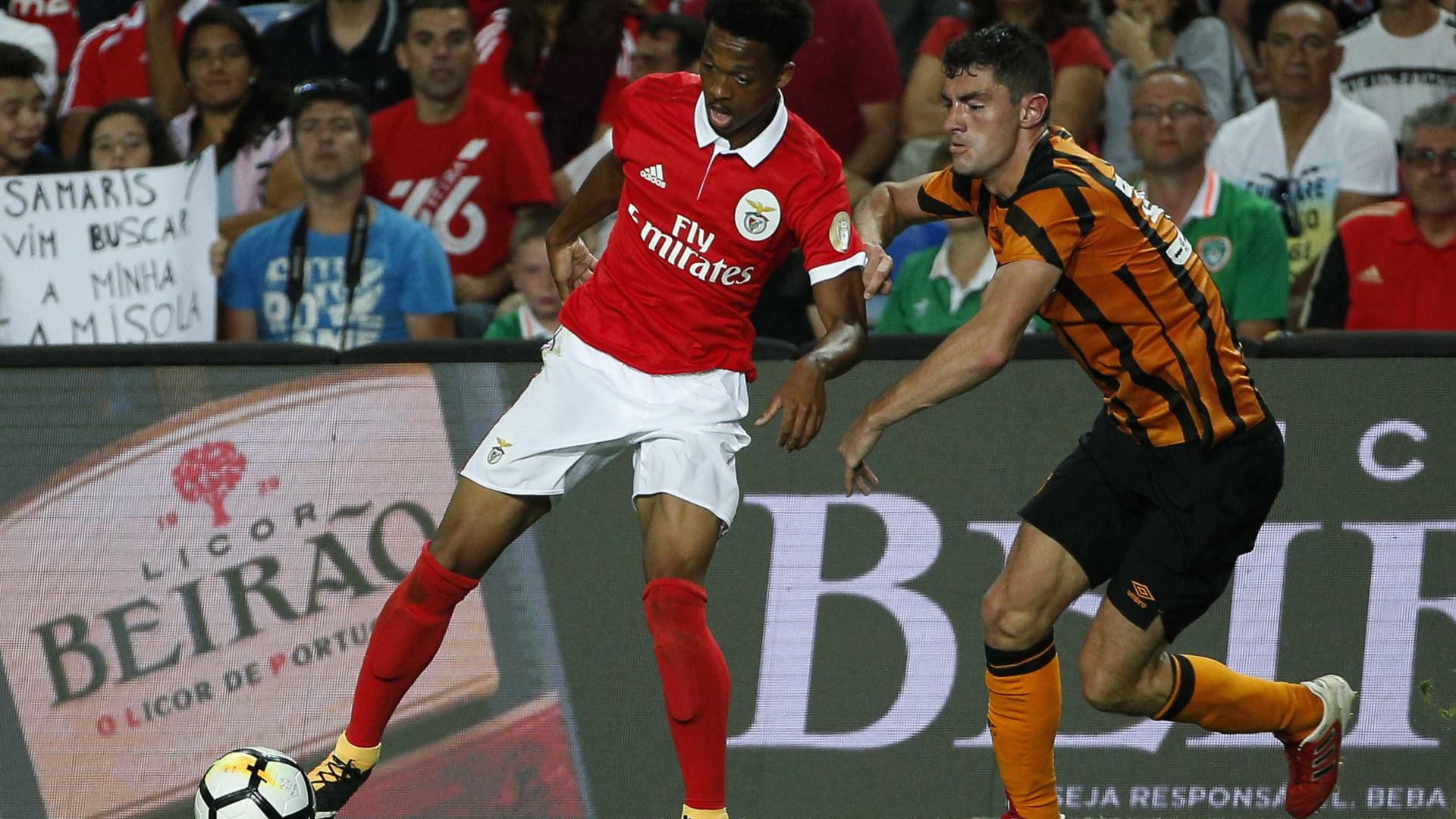Walcott brilha na vitória do Arsenal sobre o Benfica