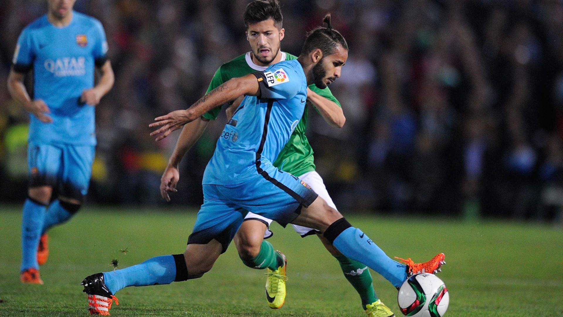 Benfica quer pagar R$ 18 milhões pra tirar Douglas do Barcelona