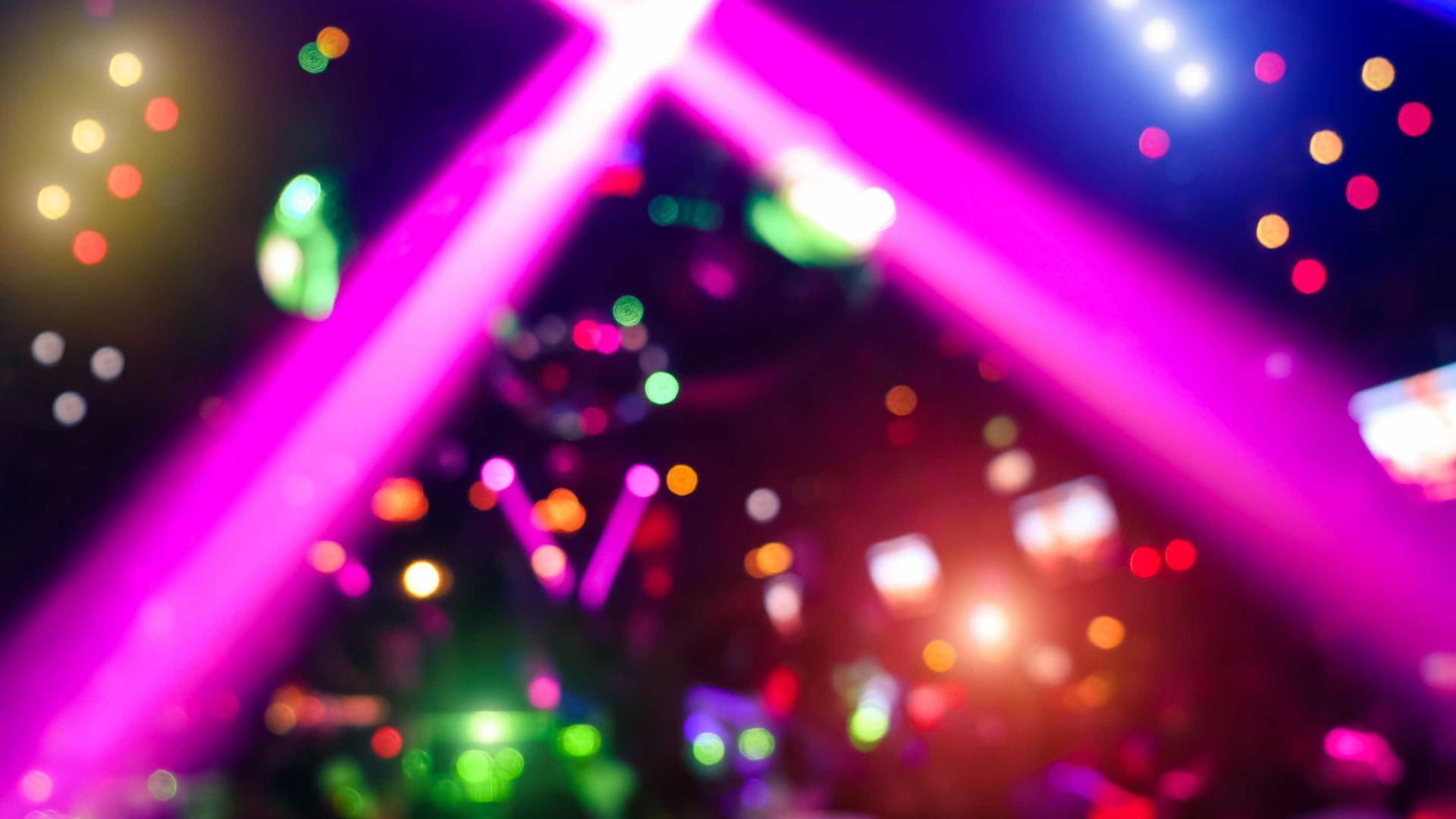 Homem fez disparos numa discoteca alemã e foi morto pela polícia