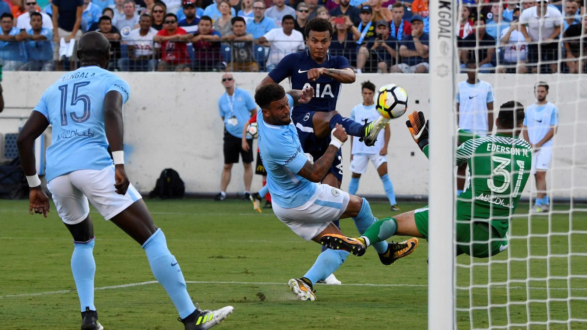 Guardiola abre a porta de saída a três jogadores — Manchester City