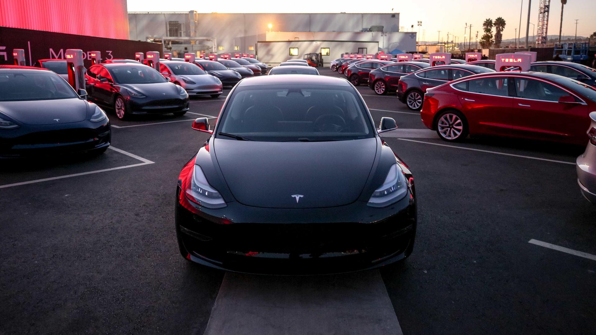 """Tesla revelará novo veículo em outubro. """"É irreal"""""""